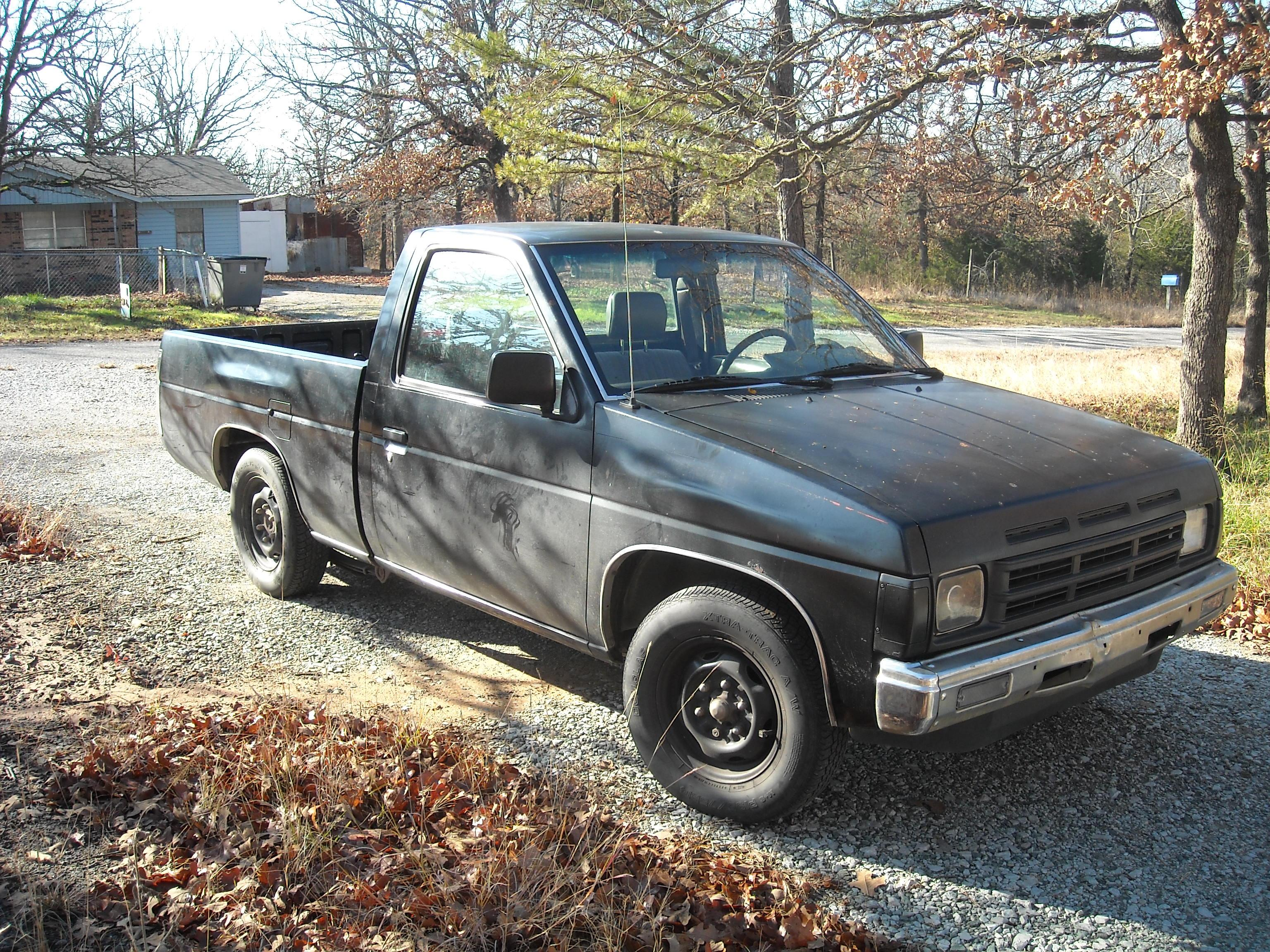 snoop-e's 1990 Nissan D21 Pick-Up