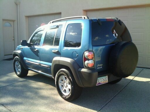 LoveLauren 2004 Jeep Liberty 14037762