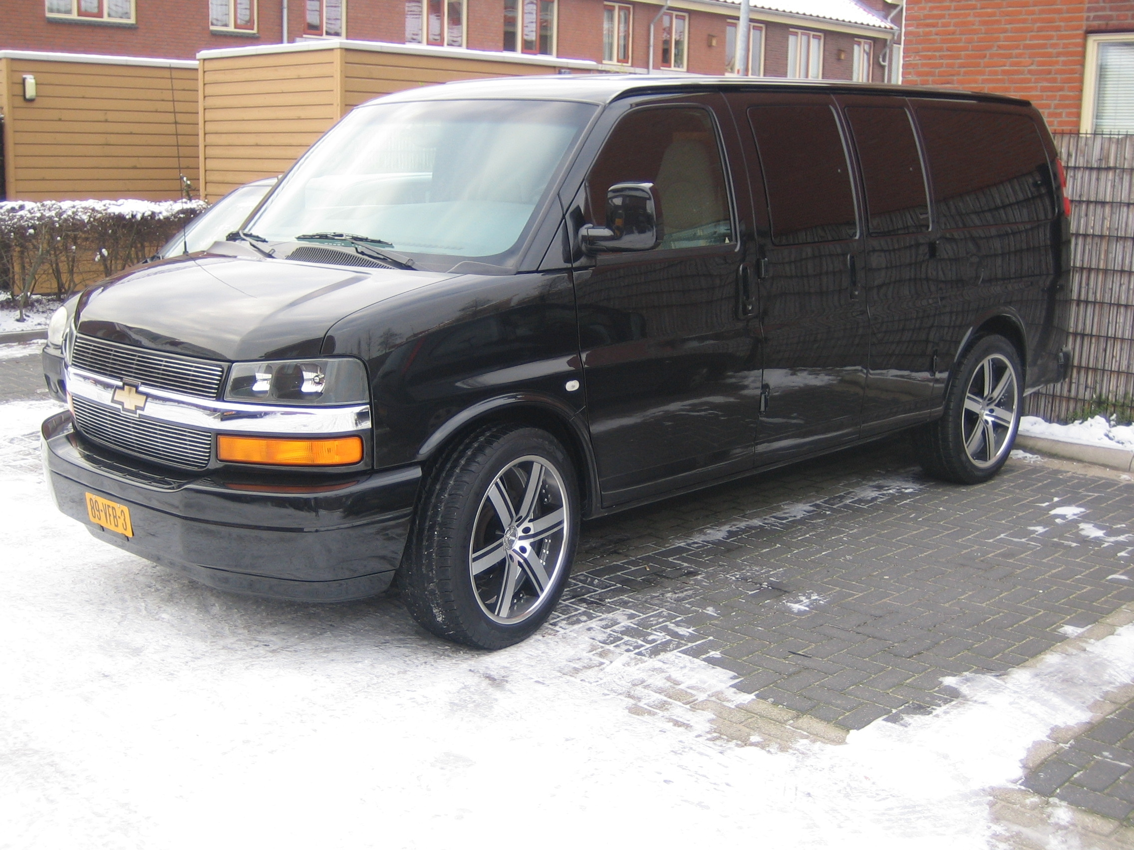 rickeurope 2004 chevrolet express 1500 cargo specs photos. Black Bedroom Furniture Sets. Home Design Ideas