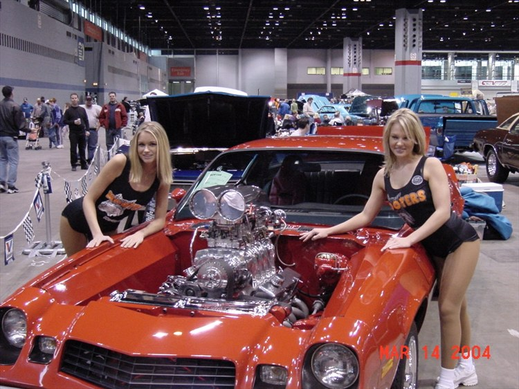 RAT ROD STYLE HOOTERS GIRLS!