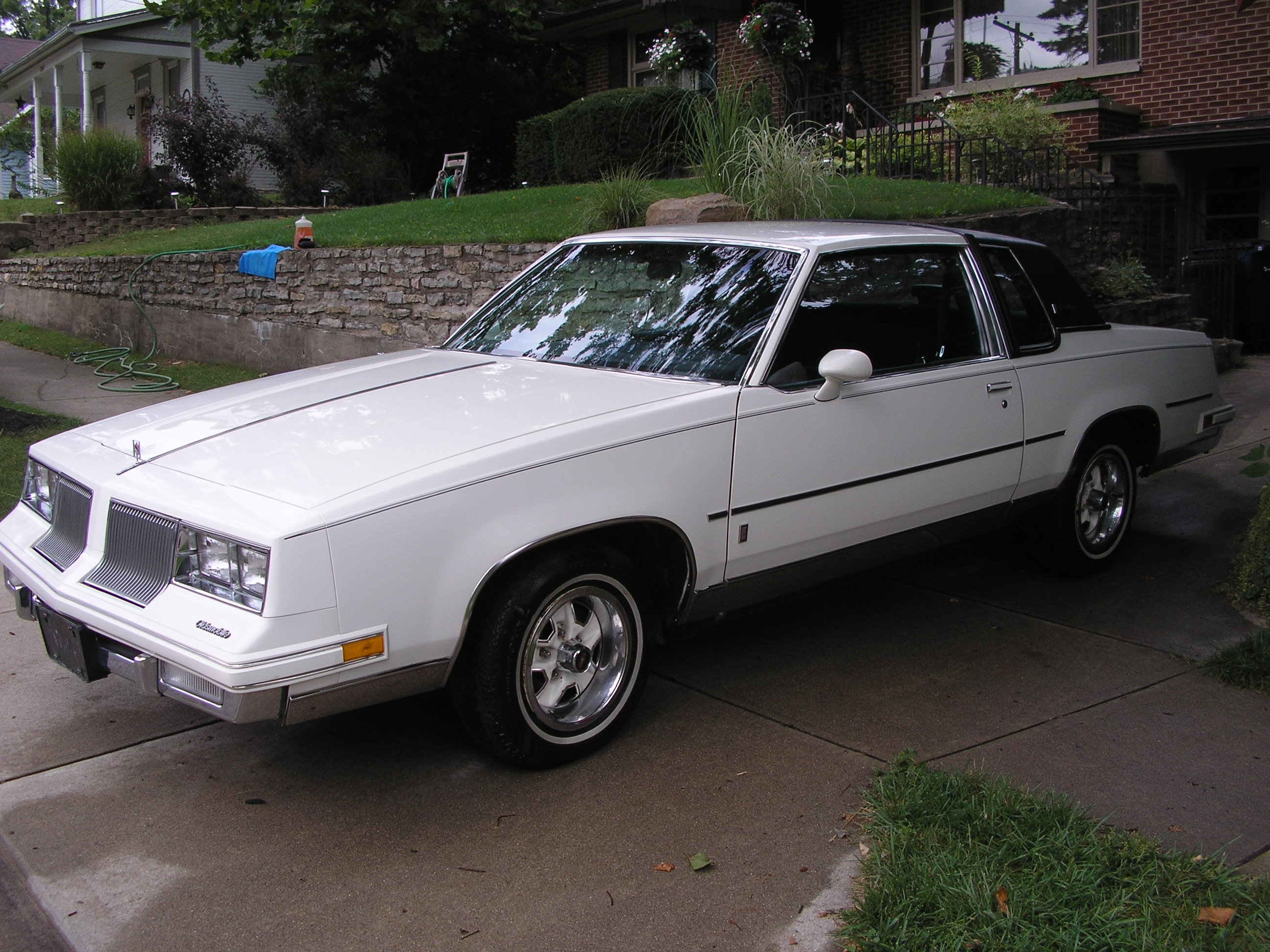 Another polarbearjams 1986 Oldsmobile Cutlass Supreme post... - 14073885