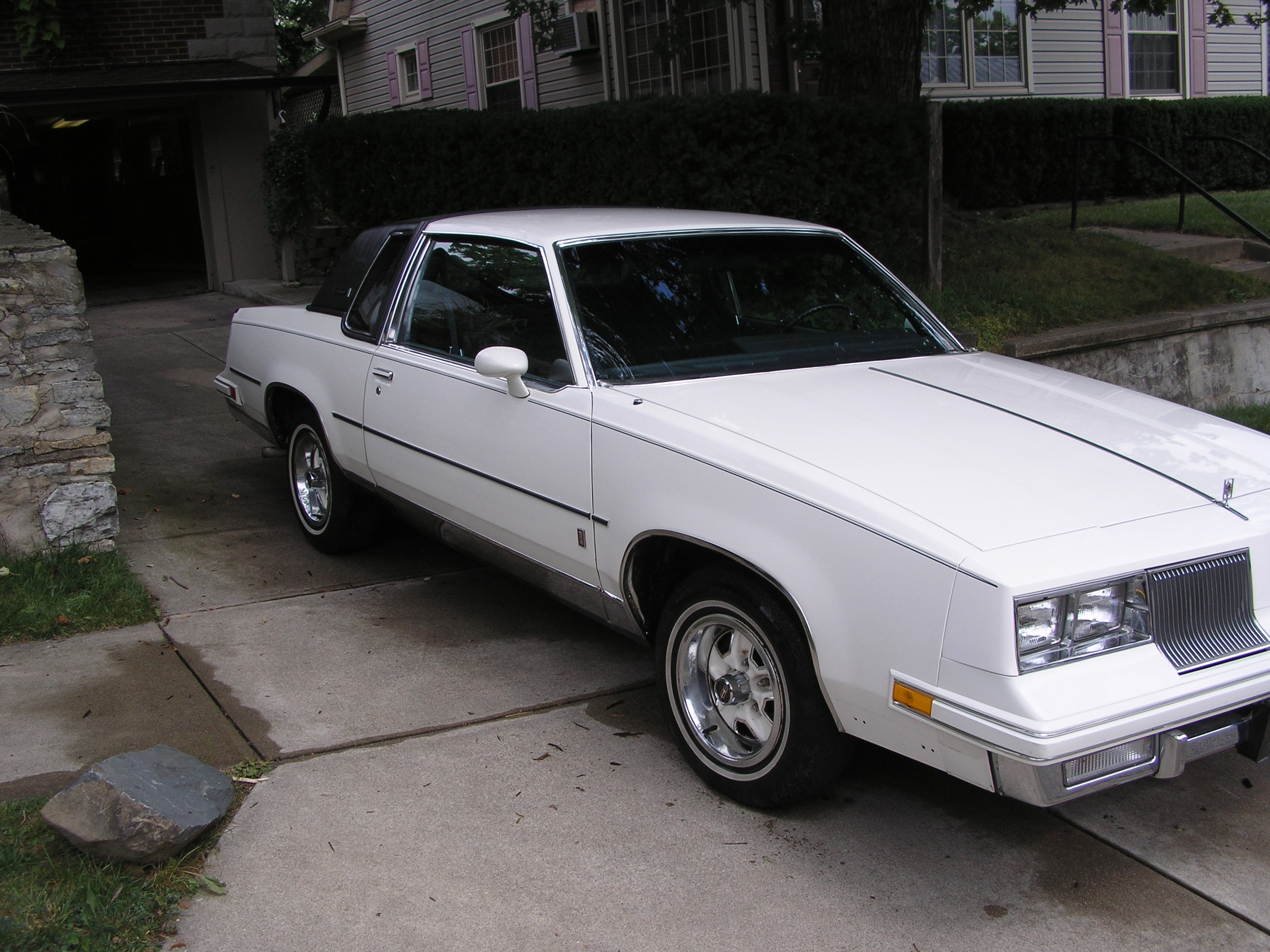 Another polarbearjams 1986 Oldsmobile Cutlass Supreme post... - 14073887