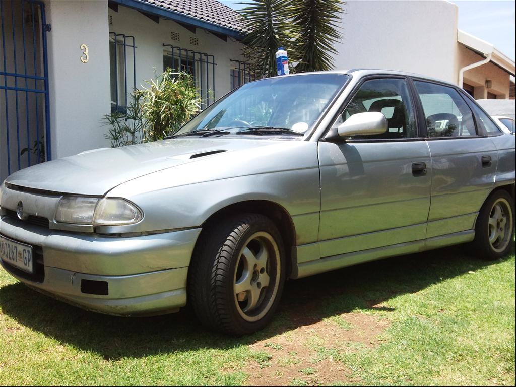 count dragula 39 s 1998 opel astra in johannesburg. Black Bedroom Furniture Sets. Home Design Ideas