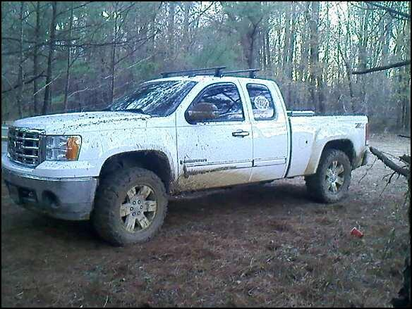 this is my 2008 gmc sierra, it has a leveling kit and 35x12.5x20 nitto mud