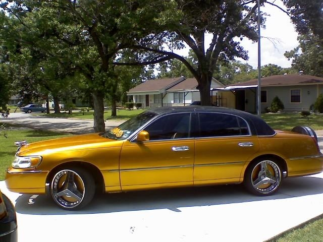2ward 39 s 1999 lincoln town car in houston tx. Black Bedroom Furniture Sets. Home Design Ideas