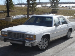 IckyVic 1985 Ford LTD Crown Victoria