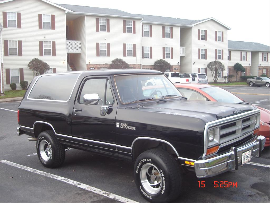 Dodge ramcharger had a two tone paint job matching rims lol