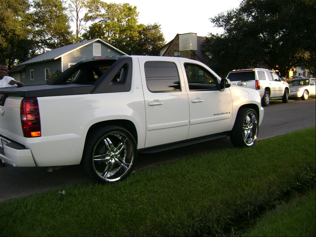 white 2008 chevy avalanche. Black Bedroom Furniture Sets. Home Design Ideas