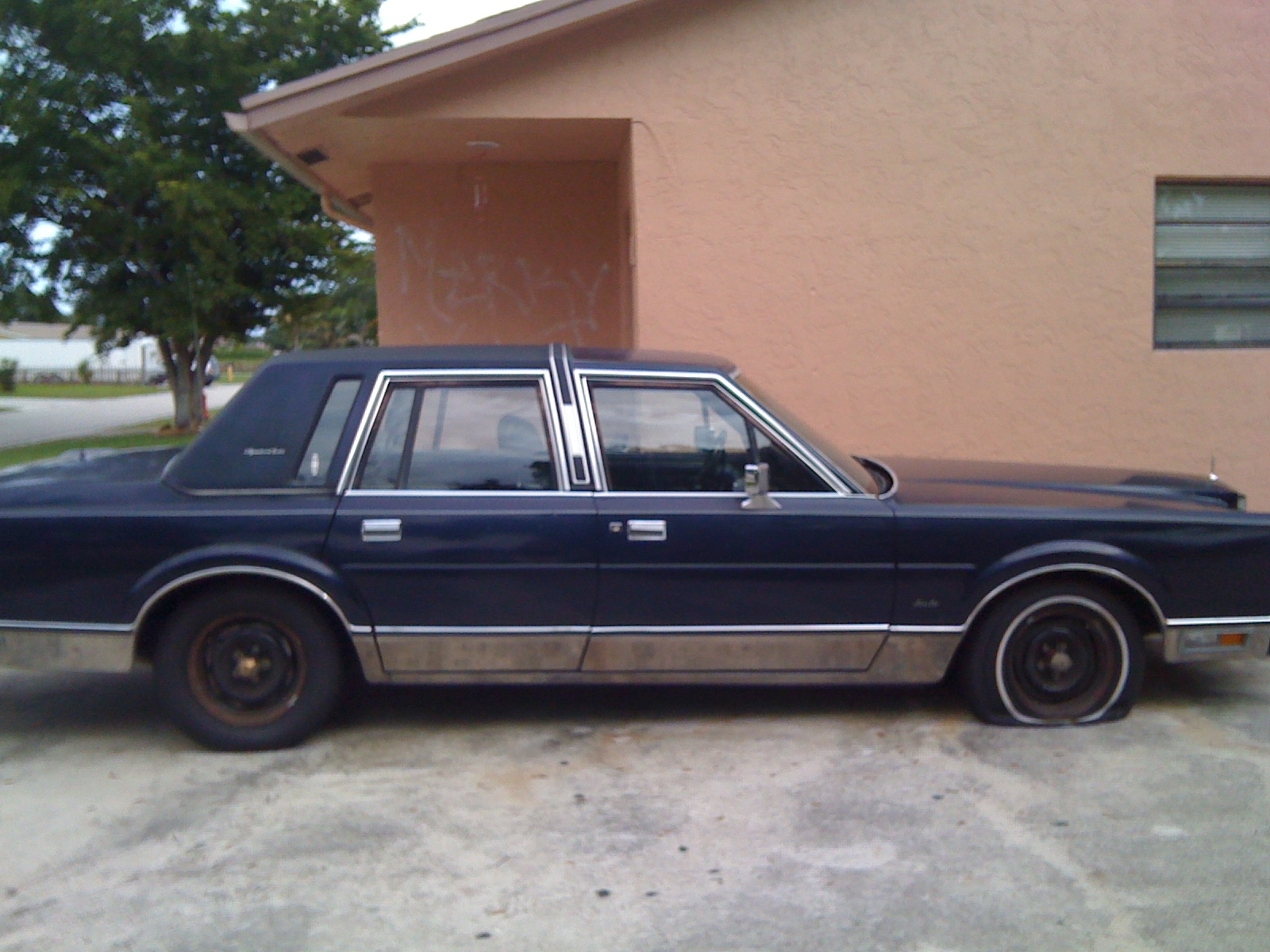 152 best My other favorite car, Lincoln Town Car! images on Pinterest 1989 car lincoln photo town