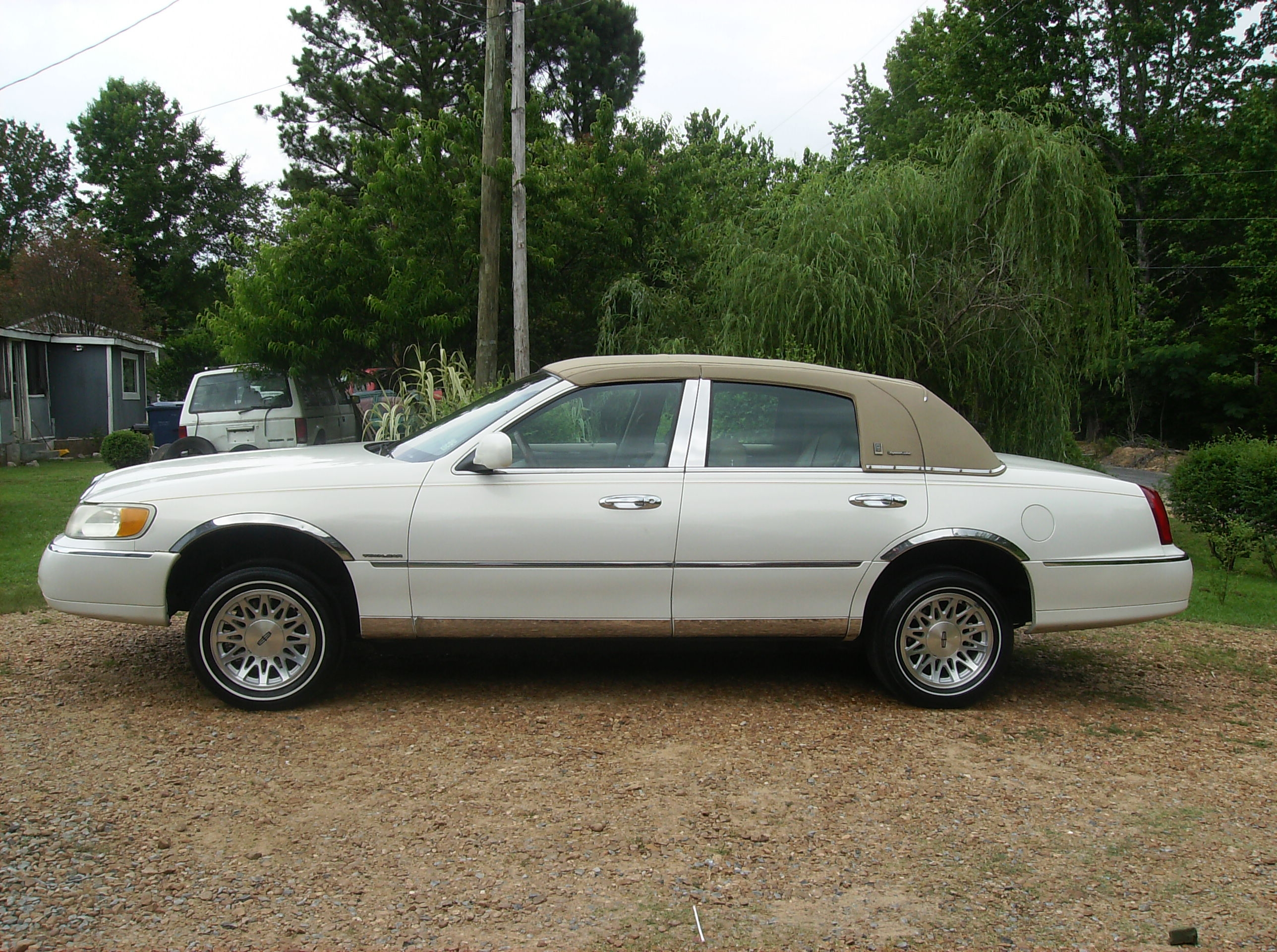 lilwalker 1998 lincoln town car specs photos modification info at cardomain. Black Bedroom Furniture Sets. Home Design Ideas