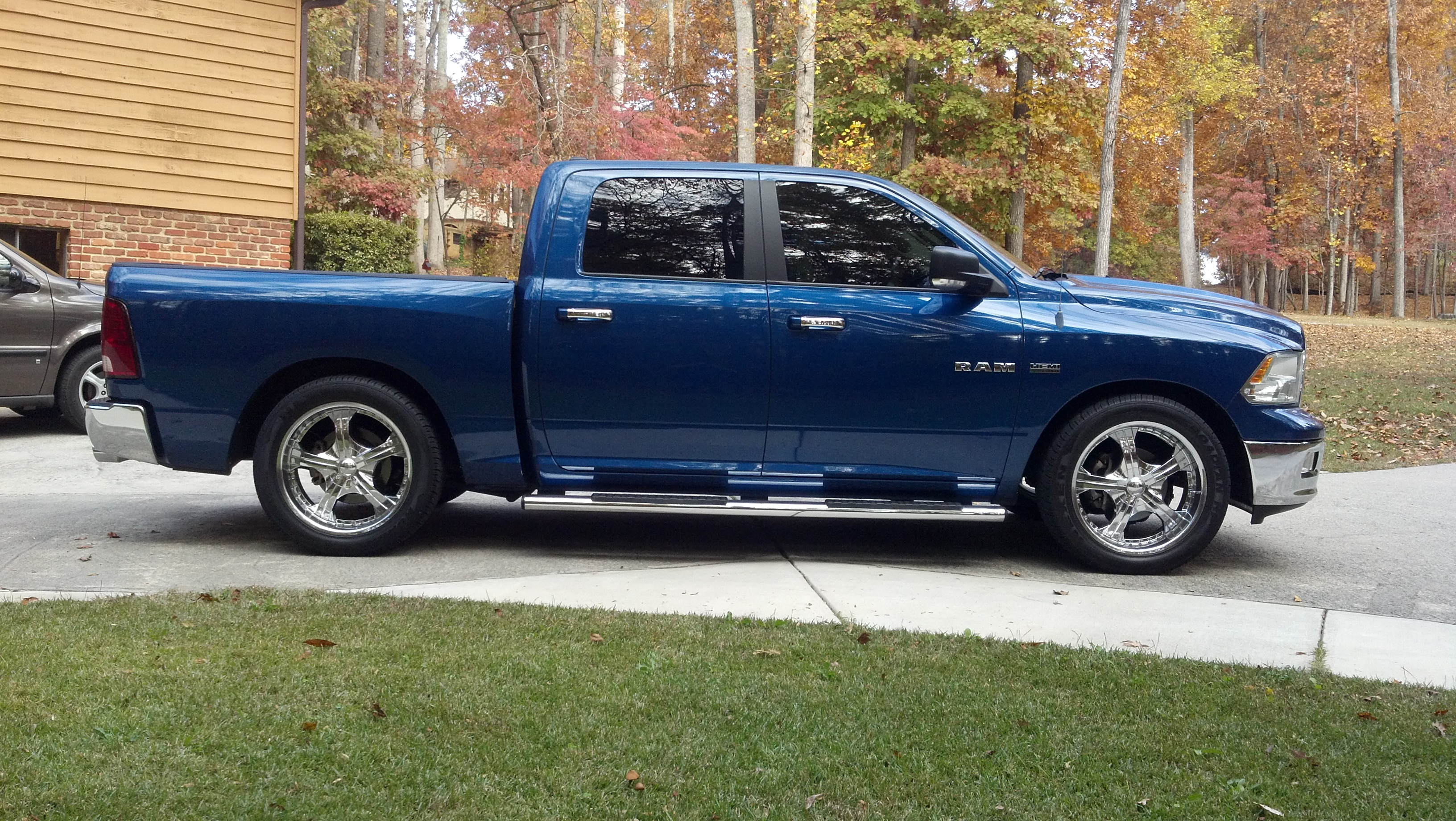 deathtorice 2009 dodge ram 1500 crew cabslt specs photos modification info at cardomain. Black Bedroom Furniture Sets. Home Design Ideas