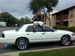 DallasVicSwangas 2002 Ford Crown Victoria