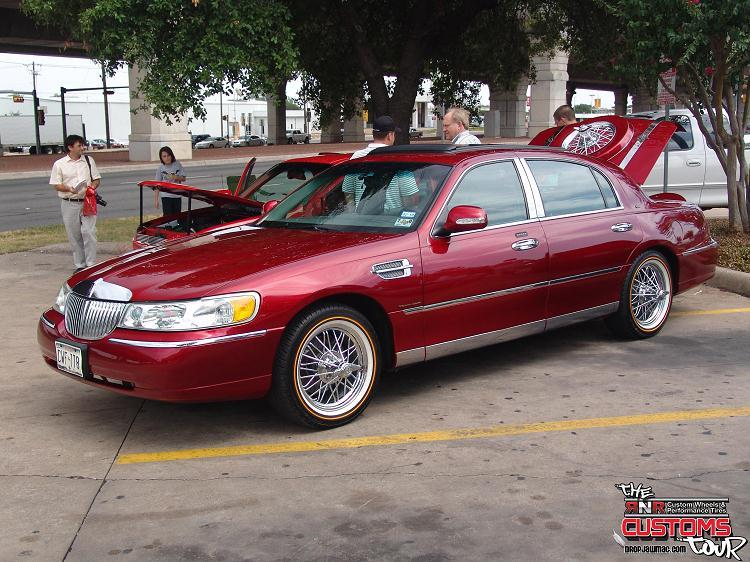 losthaking1 2000 Lincoln Town Car Specs, Photos, Modification Info