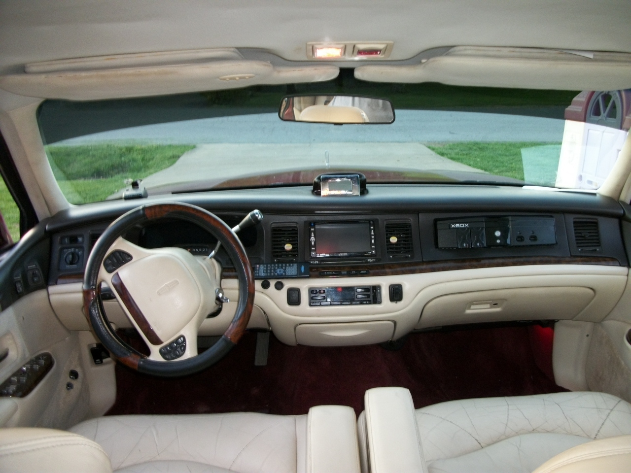 Poppa105 1995 Lincoln Town Car S Photo Gallery At Cardomain