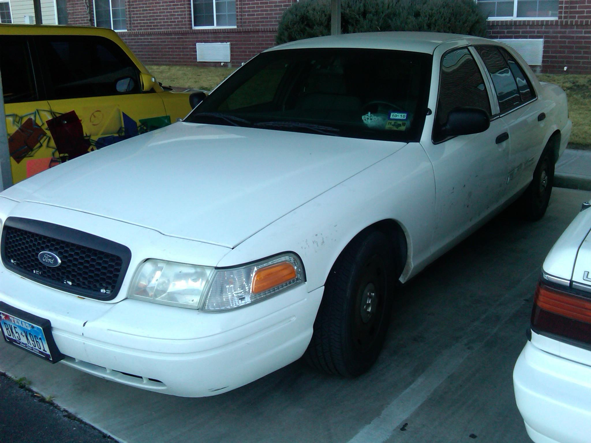 mrdakz 2003 Ford Crown Victoria