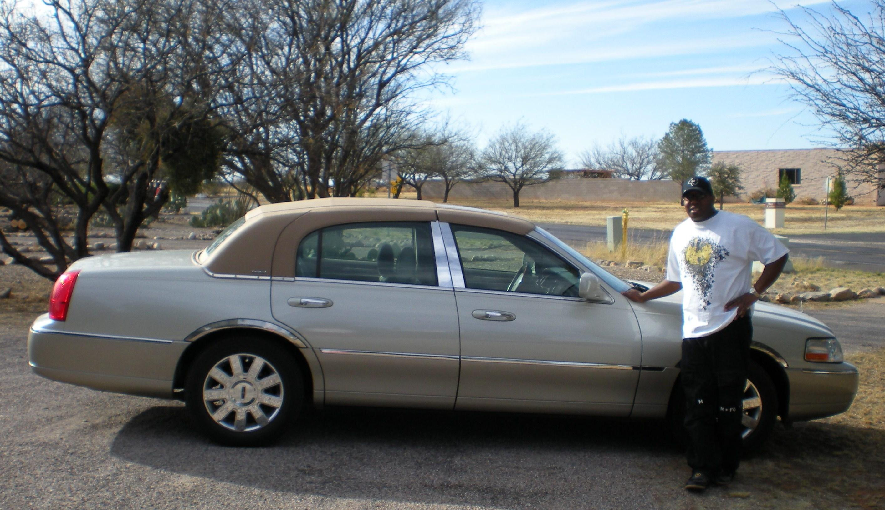 crypticmason 2005 lincoln town carsignature limited sedan 4d specs photos modification info at. Black Bedroom Furniture Sets. Home Design Ideas