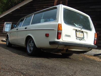 crashbox 1972 Volvo 140-Series Specs, Photos, Modification Info at CarDomain
