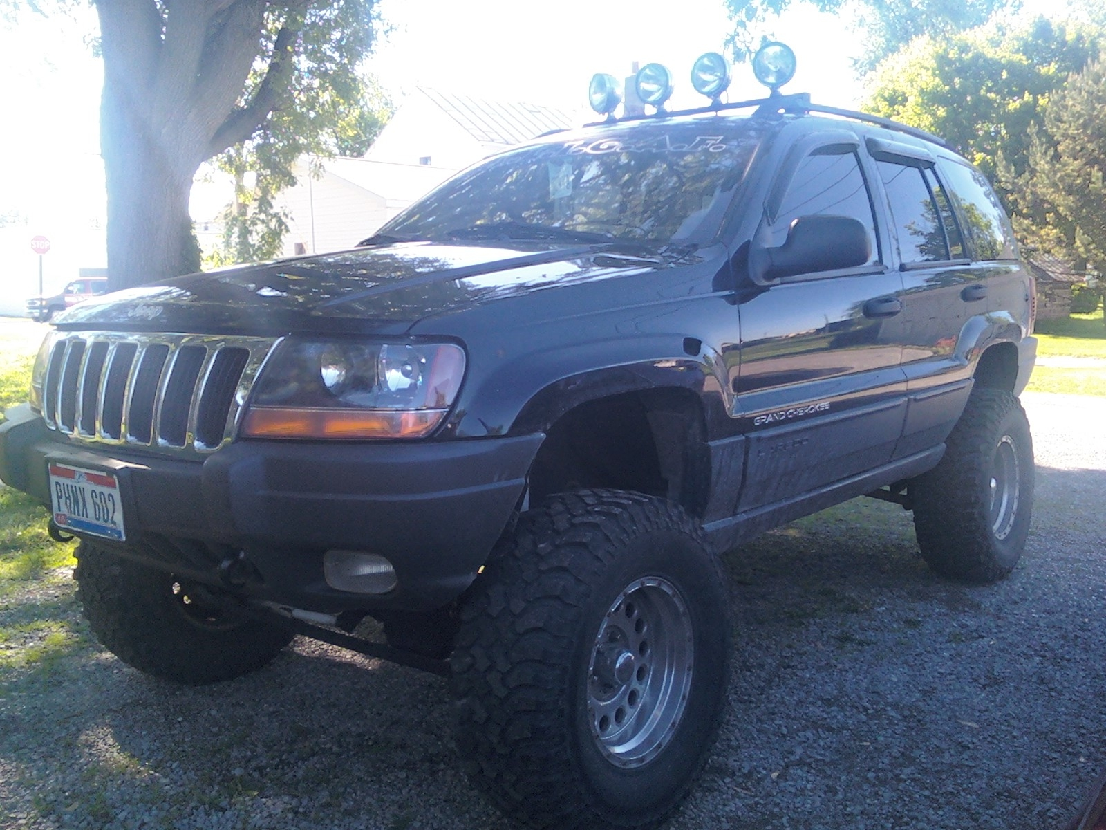 shanezee 2002 jeep grand cherokeelaredo sport utility 4d specs photos modification info at. Black Bedroom Furniture Sets. Home Design Ideas