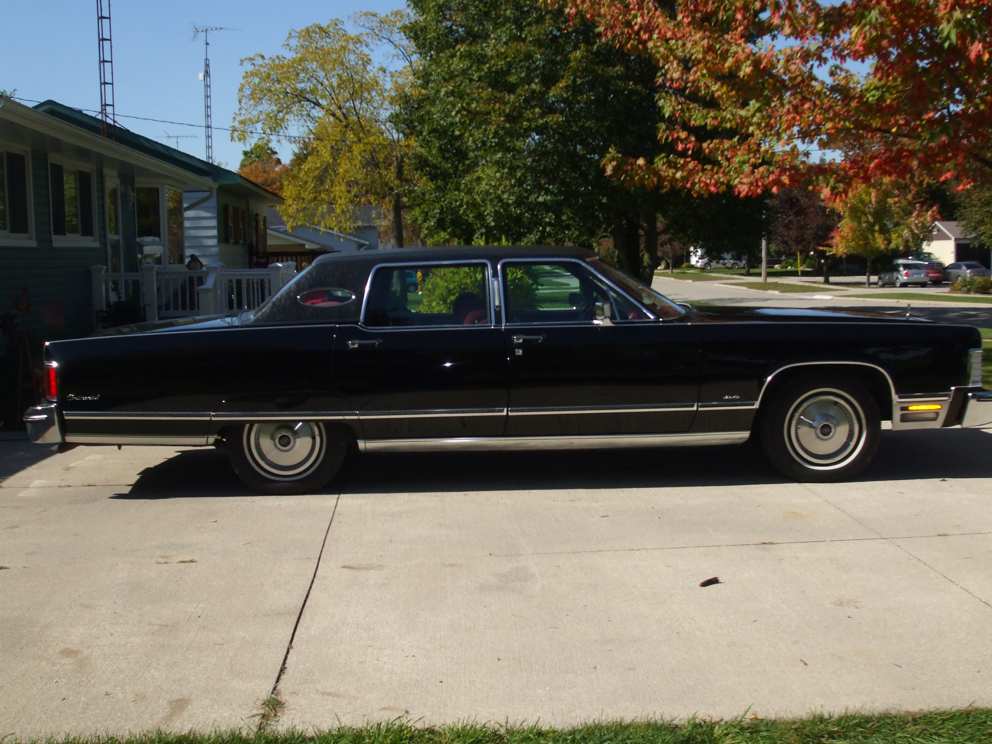 bigkev76 1976 lincoln town car specs photos modification info at cardomain. Black Bedroom Furniture Sets. Home Design Ideas