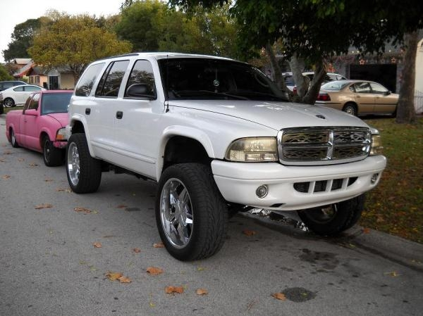 It has a 3 inch body lift, Fabtec suspension, and 22 inch Status rims.
