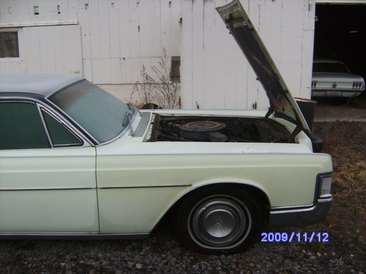 68 Lincoln Continental 460 http://www.cardomain.com/ride/3848018/1968-lincoln-continental/