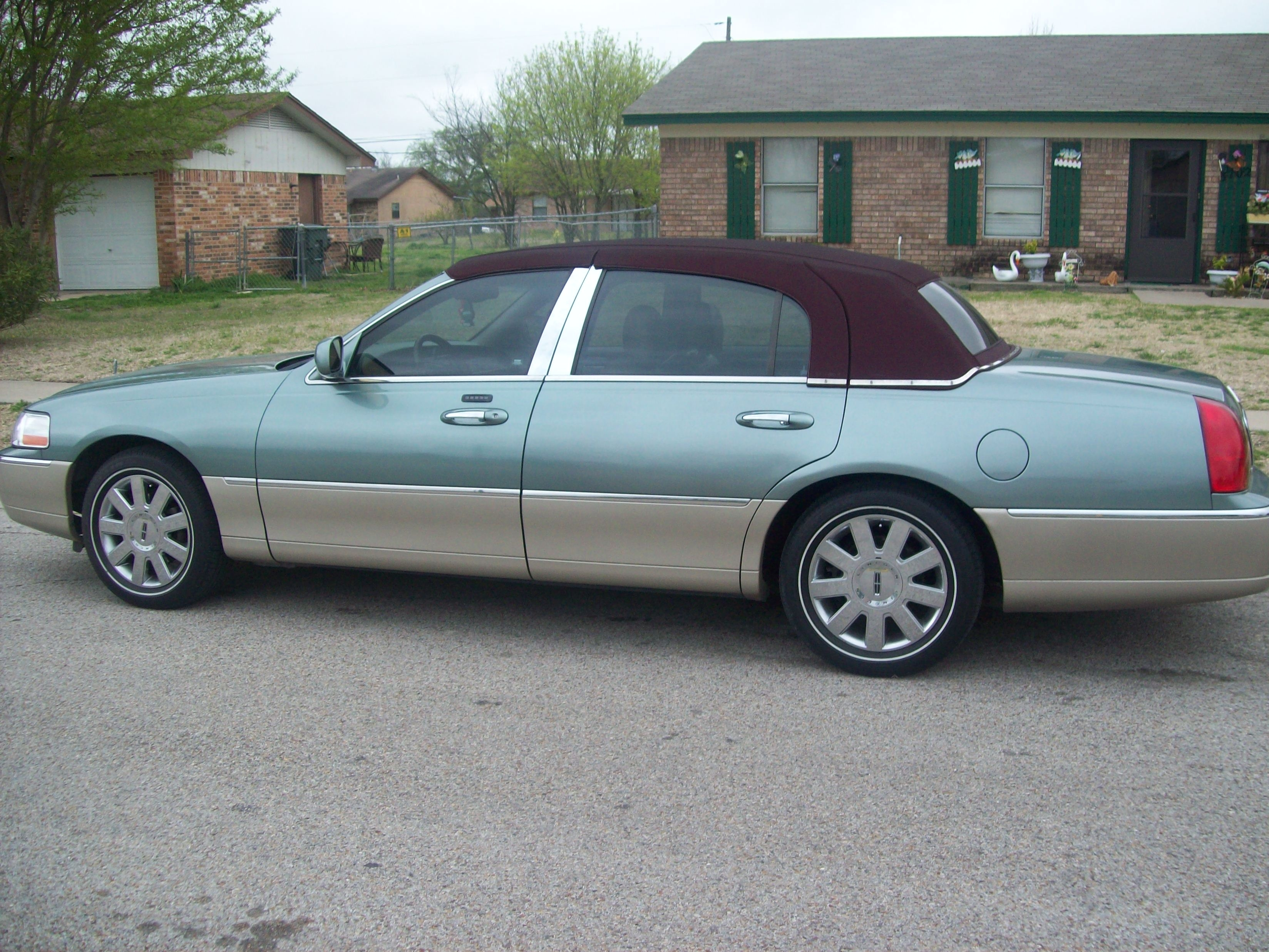 Showin Naked Azz 2005 Lincoln Town Car Specs Photos Modification