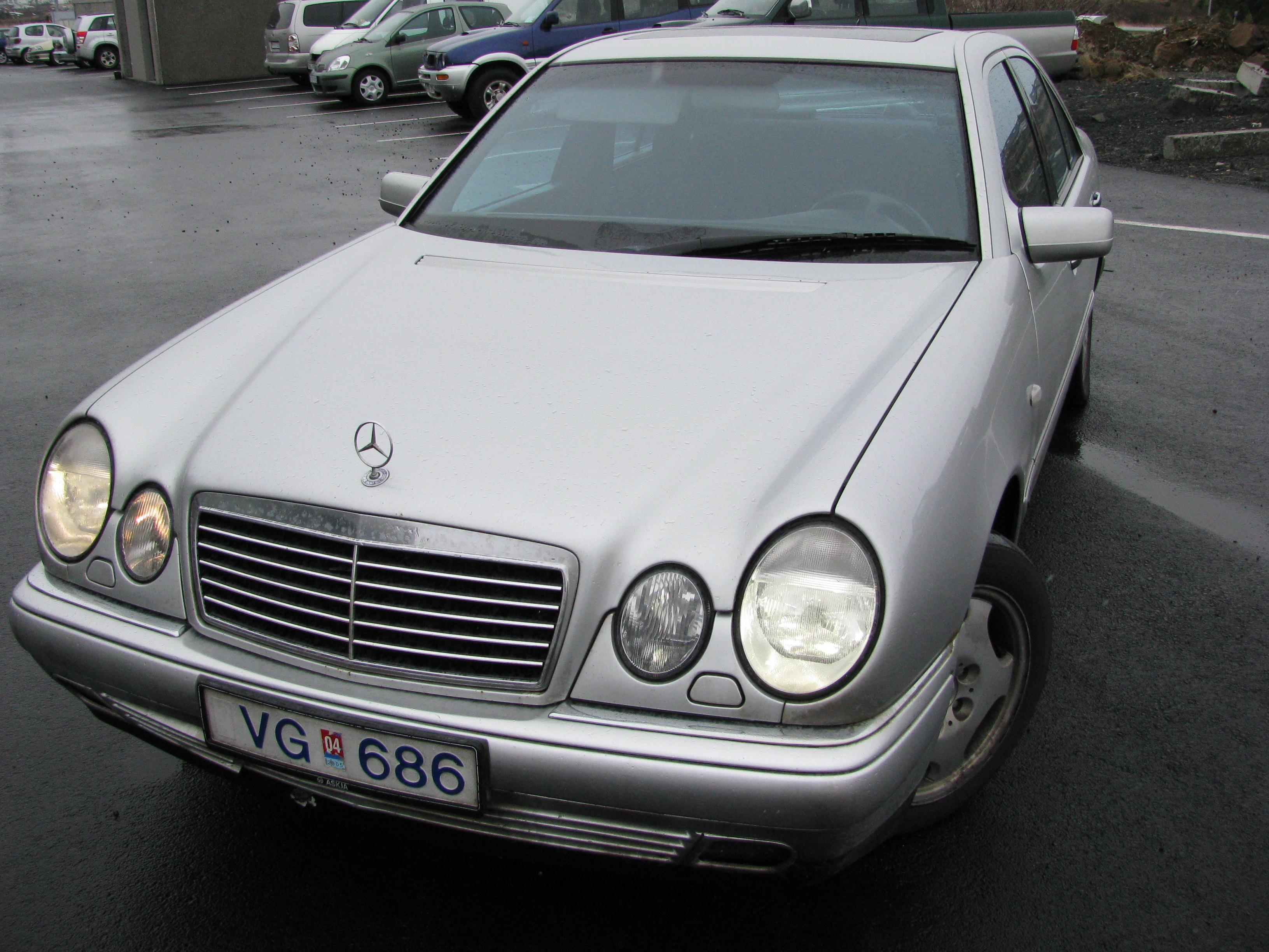 Omaringi 39 s 1997 mercedes benz e class e320 sedan 4d in for 1997 mercedes benz e class