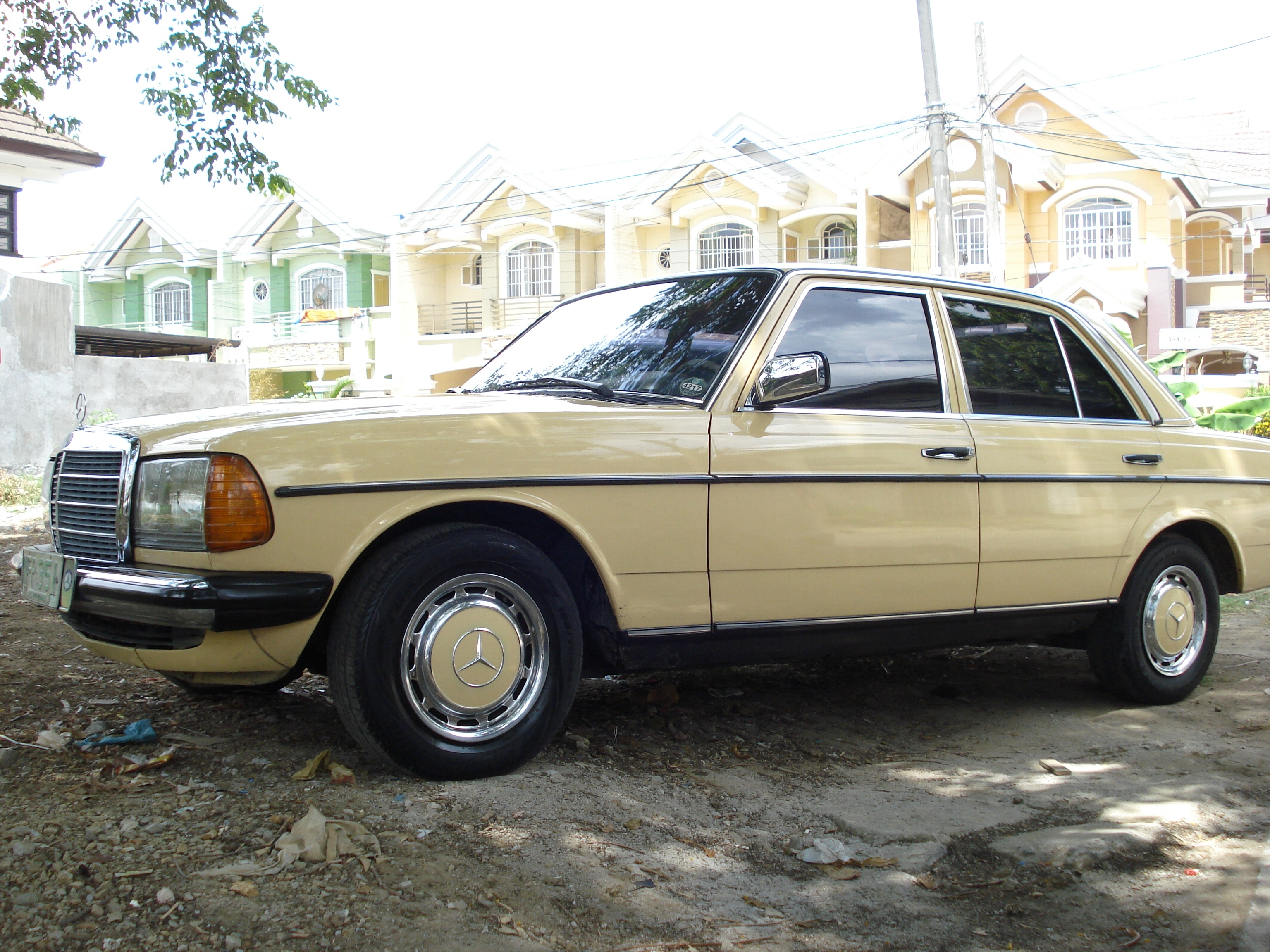 Another 168168 1981 Mercedes-Benz 200 post... - 14449520