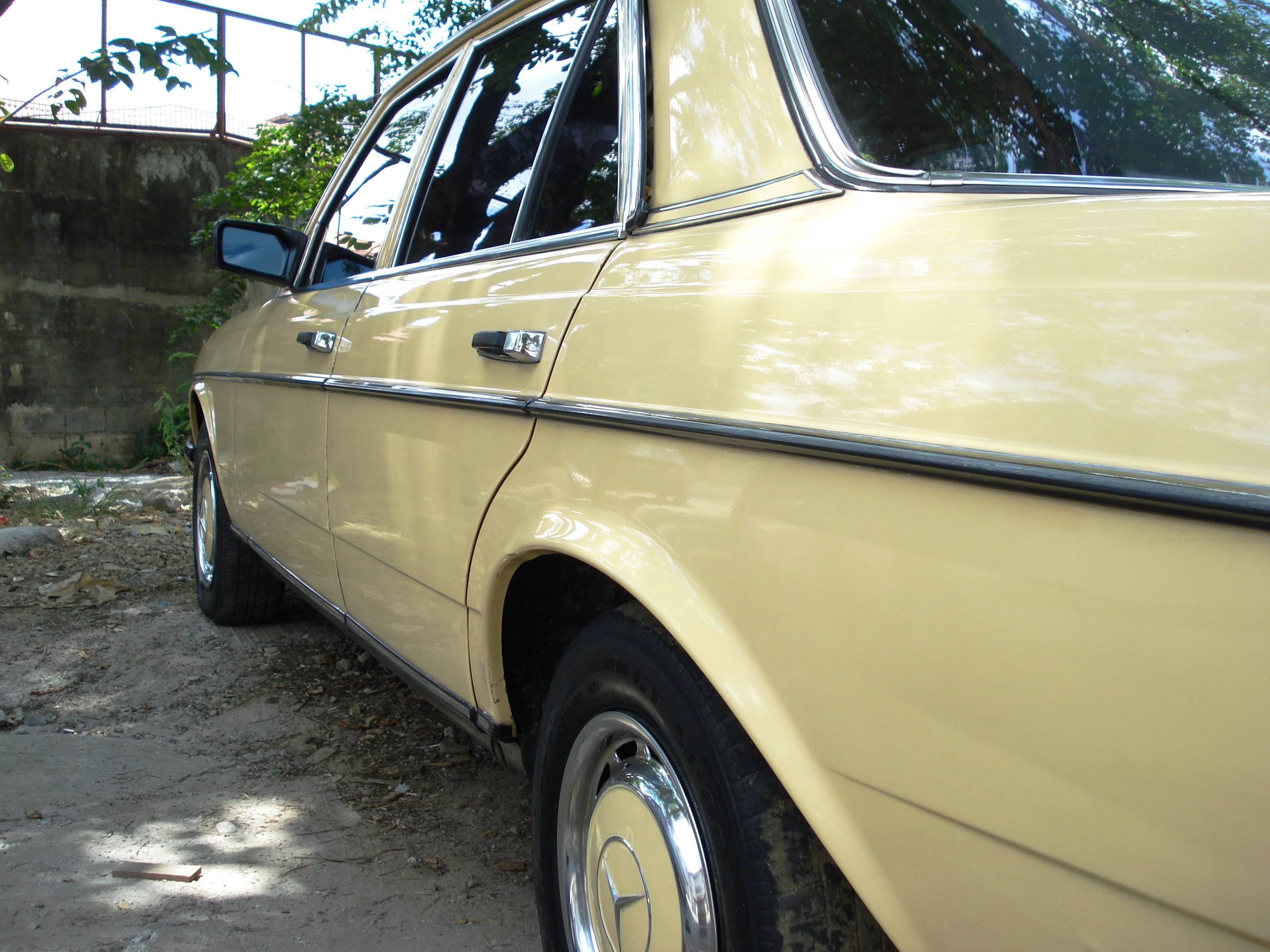 Another 168168 1981 Mercedes-Benz 200 post... - 14449522