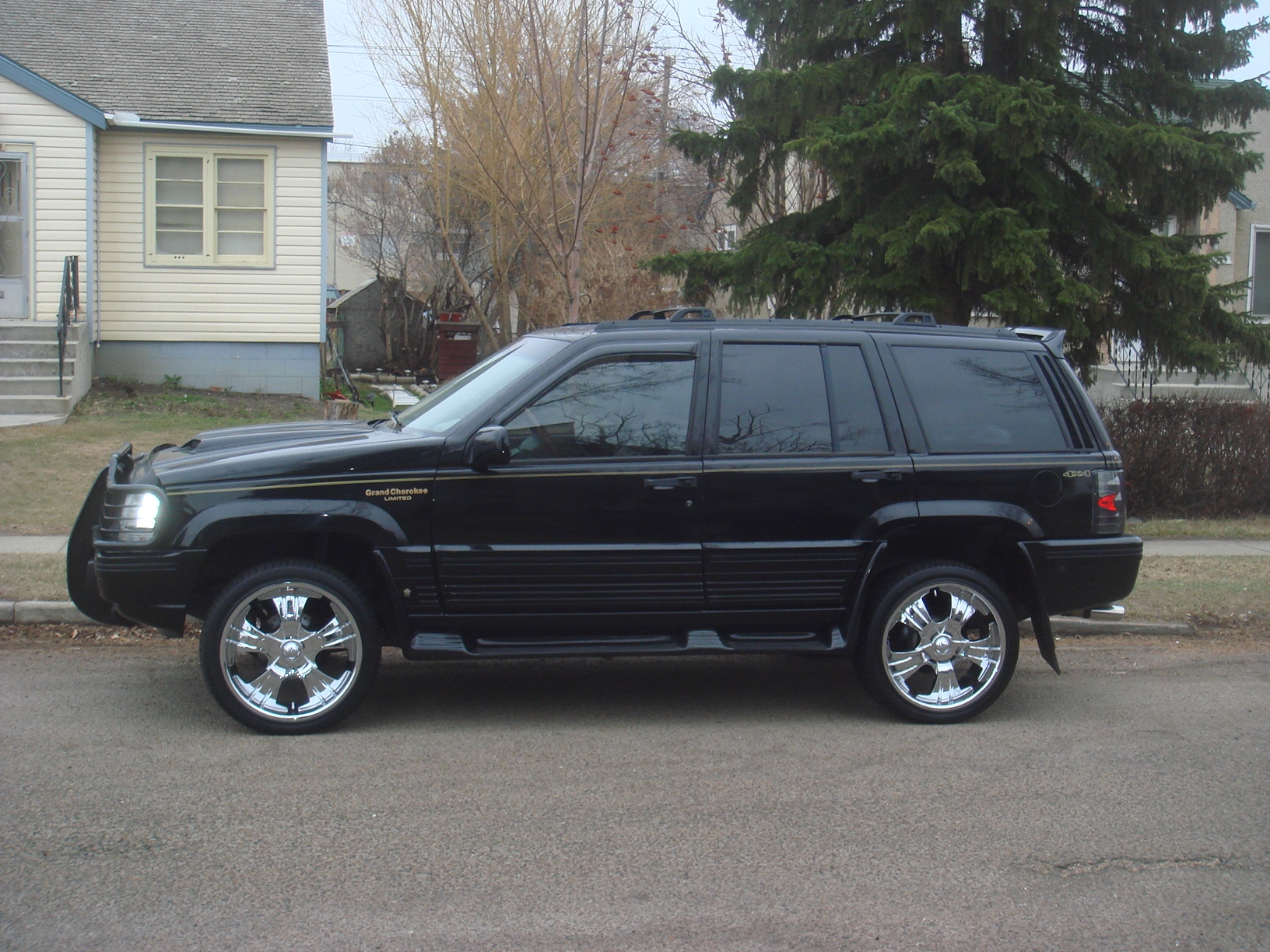 sourtoesam 1995 jeep grand cherokee specs photos modification info at cardomain. Black Bedroom Furniture Sets. Home Design Ideas
