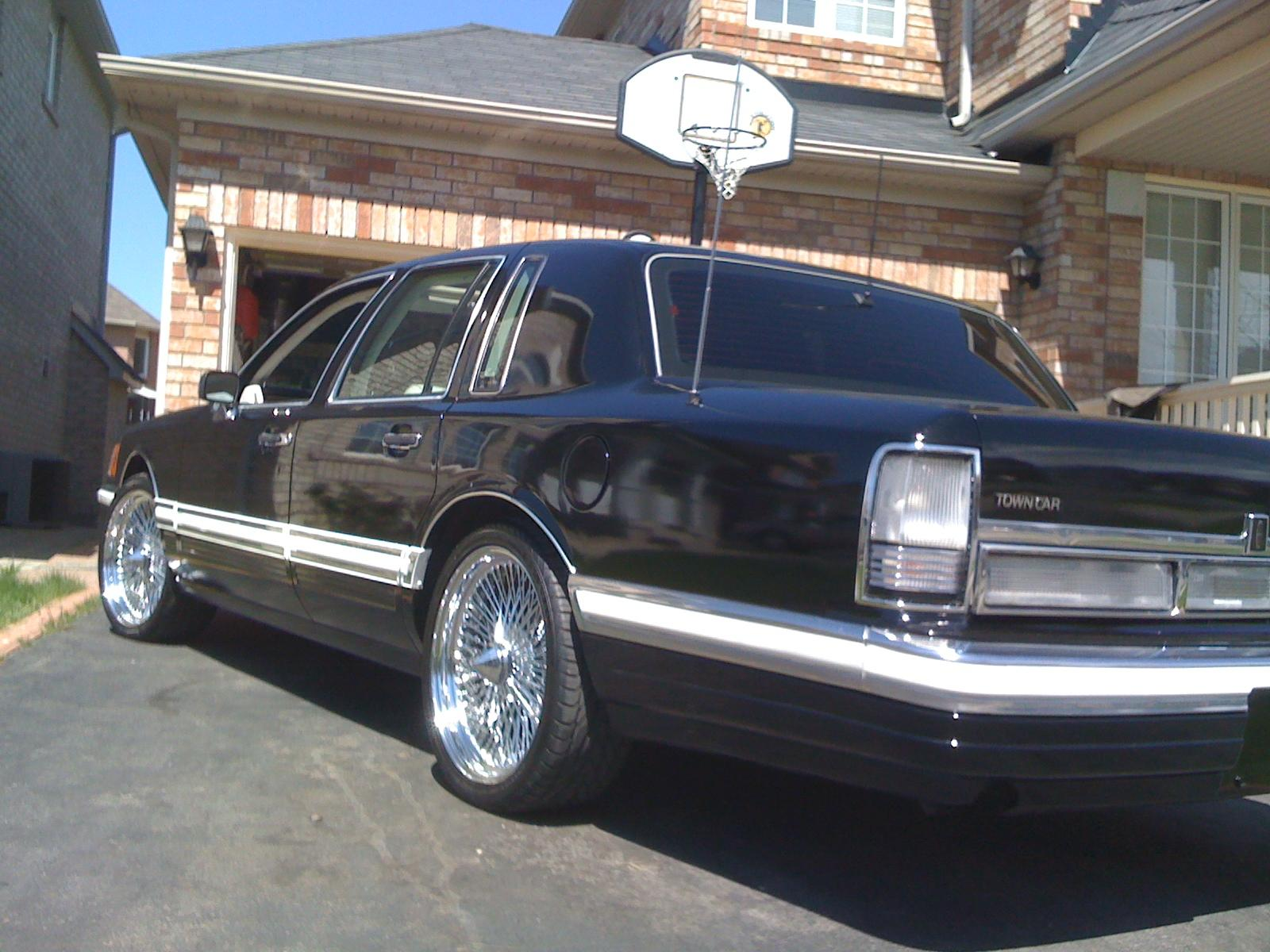 pabla 39 s 1994 lincoln town car in rexdale on. Black Bedroom Furniture Sets. Home Design Ideas