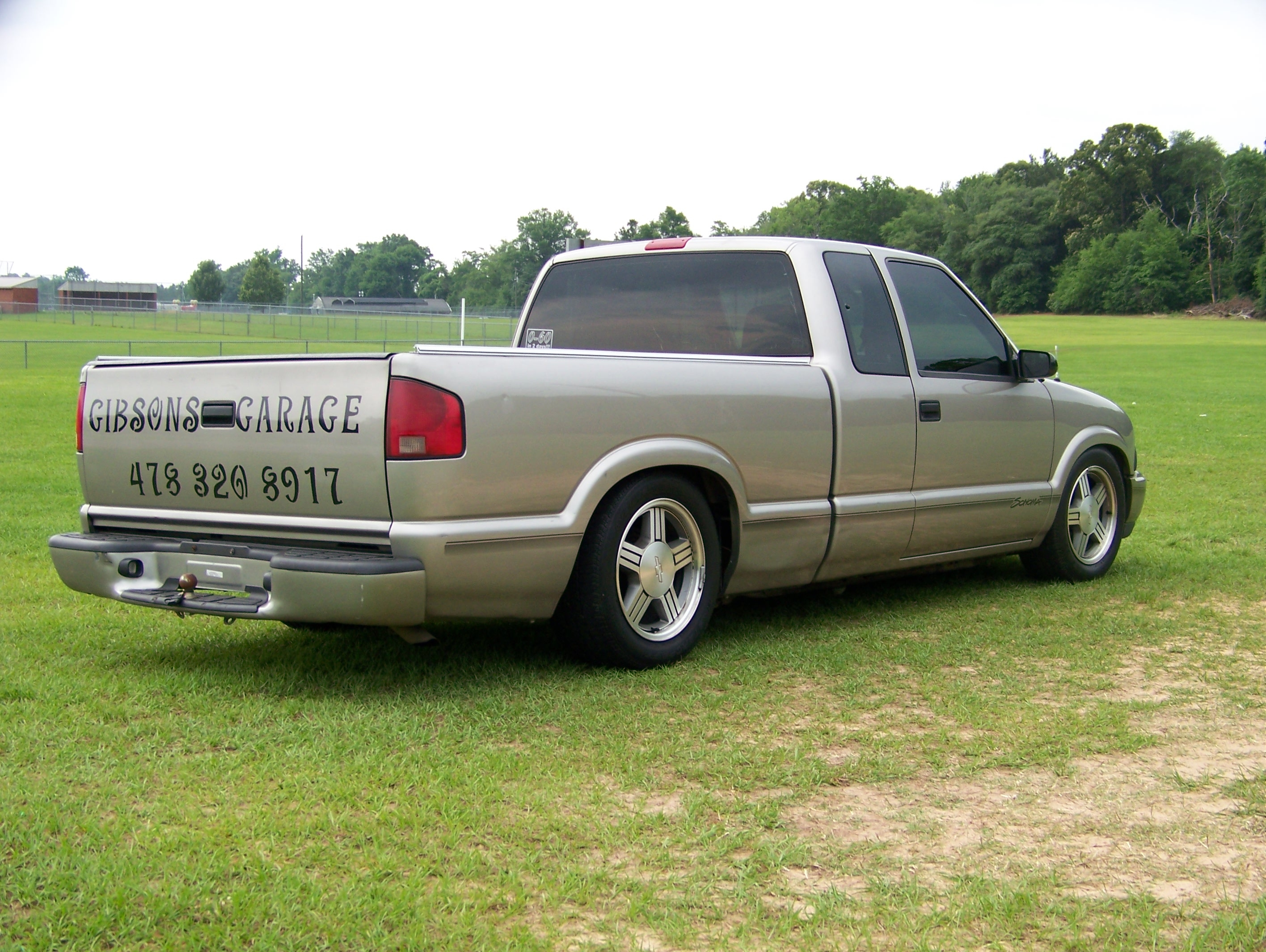 hocofootball37 1998 gmc sonoma club cab specs photos modification info at cardomain. Black Bedroom Furniture Sets. Home Design Ideas