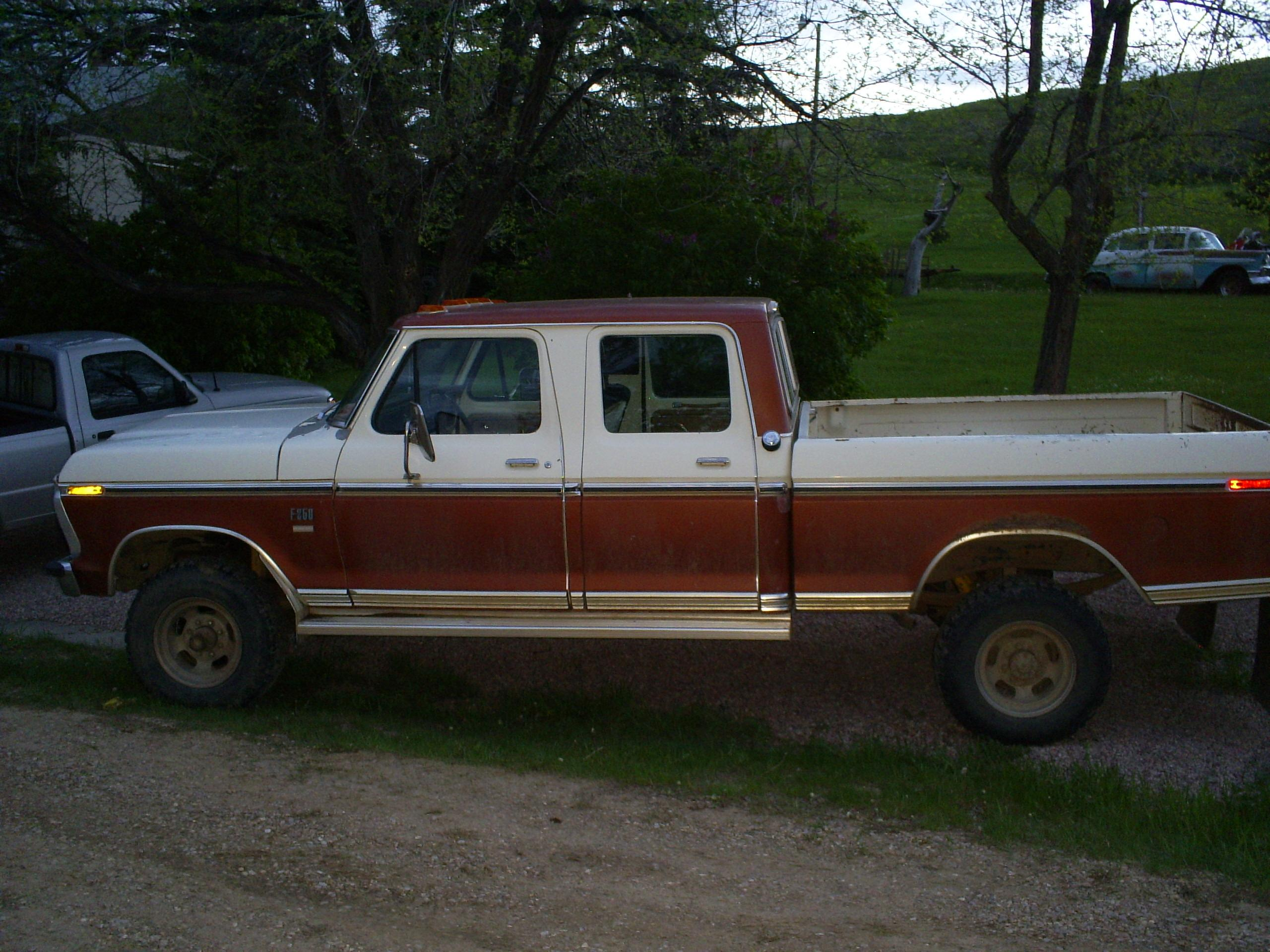 fordsupercoop16's 1976 Ford F250 Crew Cab