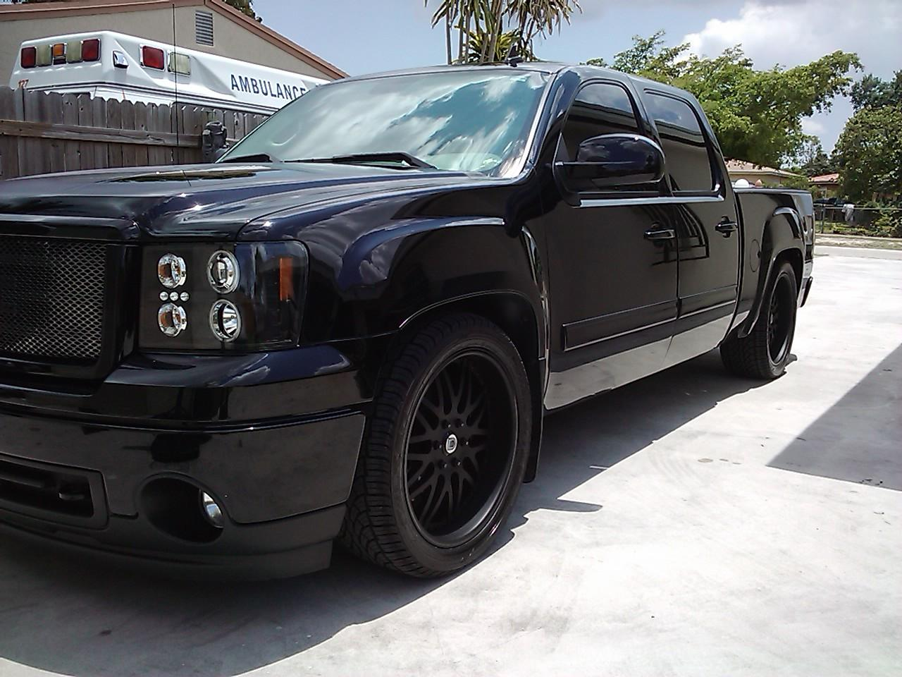 Murdered out GMC Sierra 2008
