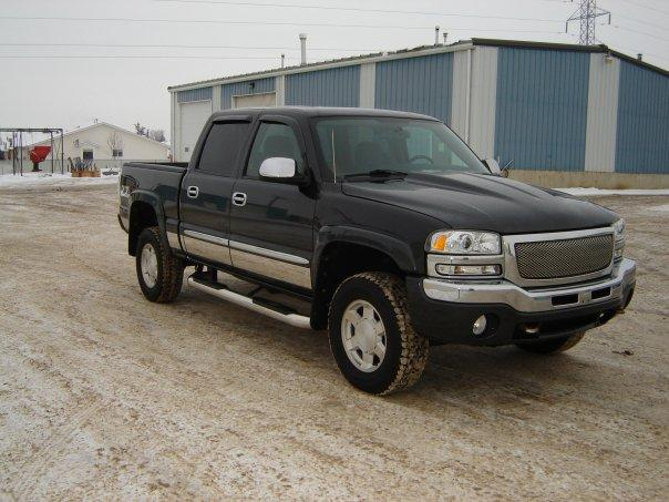 2004 GMC Sierra Lifted http://www.cardomain.com/ride/3864115/2004-gmc-sierra-1500-crew-cab/