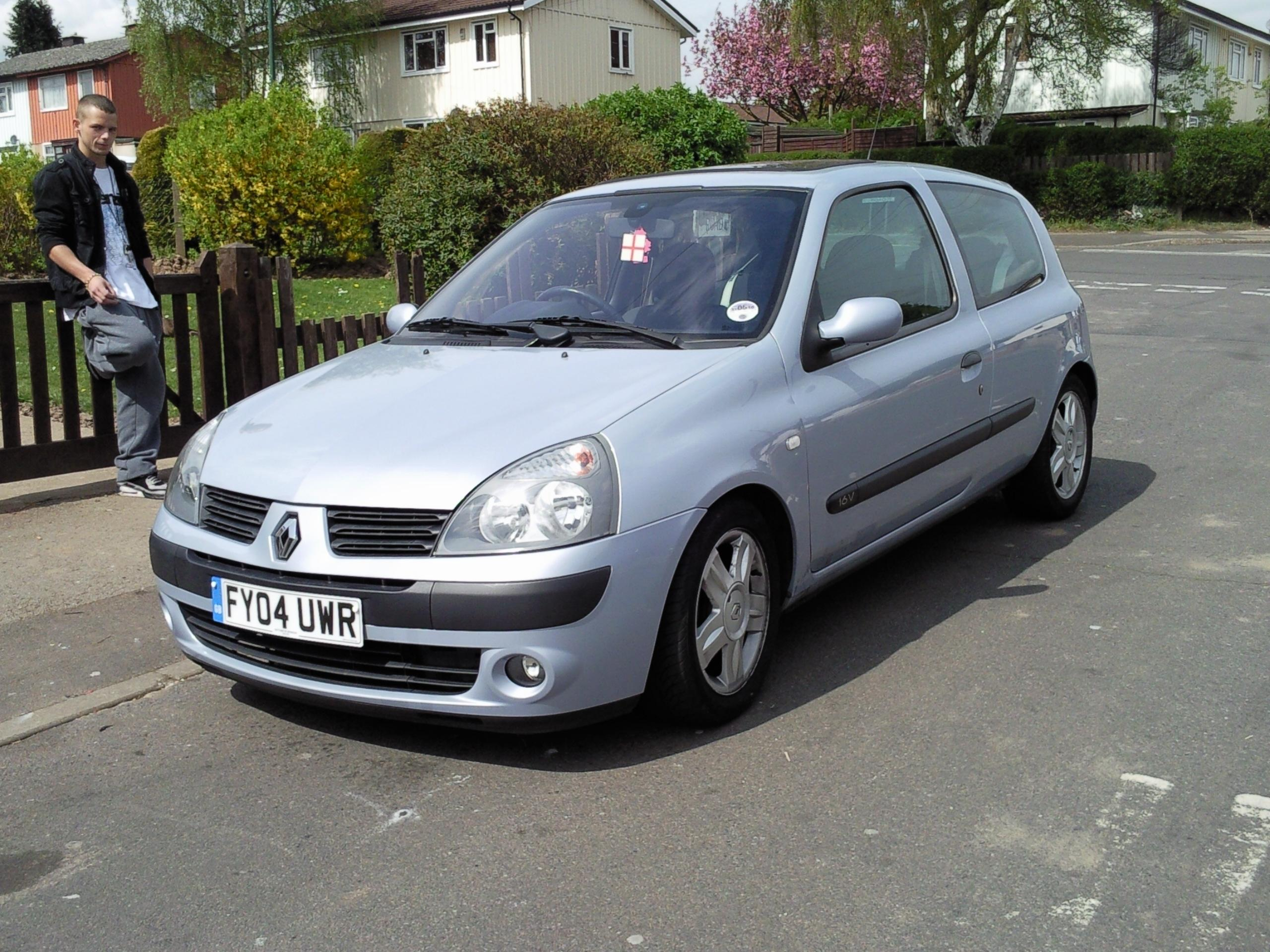 bethyy 39 s 2004 renault clio in nottingham. Black Bedroom Furniture Sets. Home Design Ideas