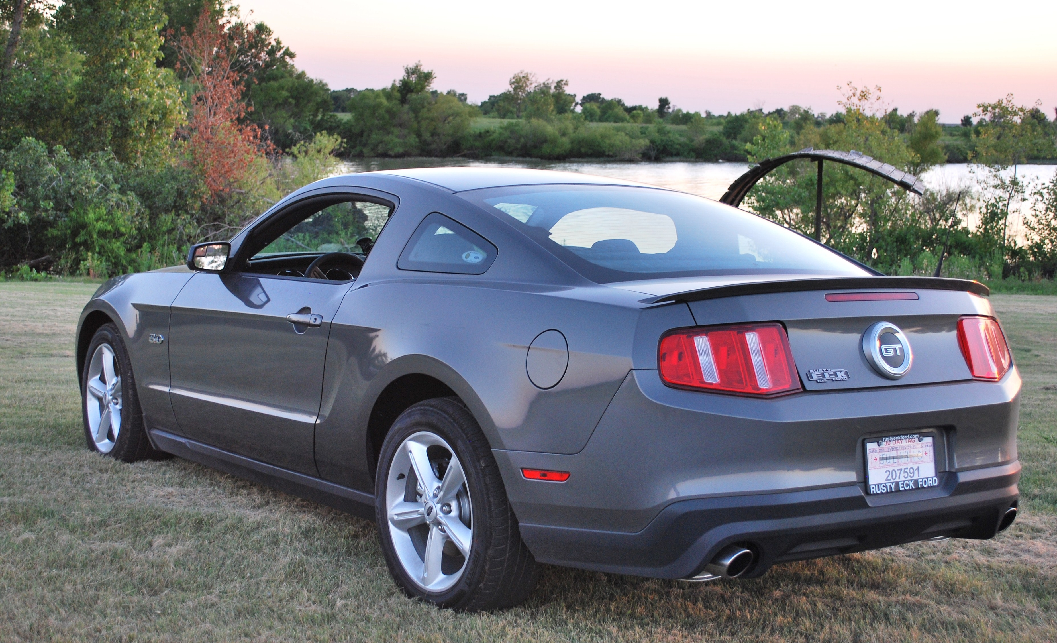 luillo69 2011 Ford Mustang 14580129