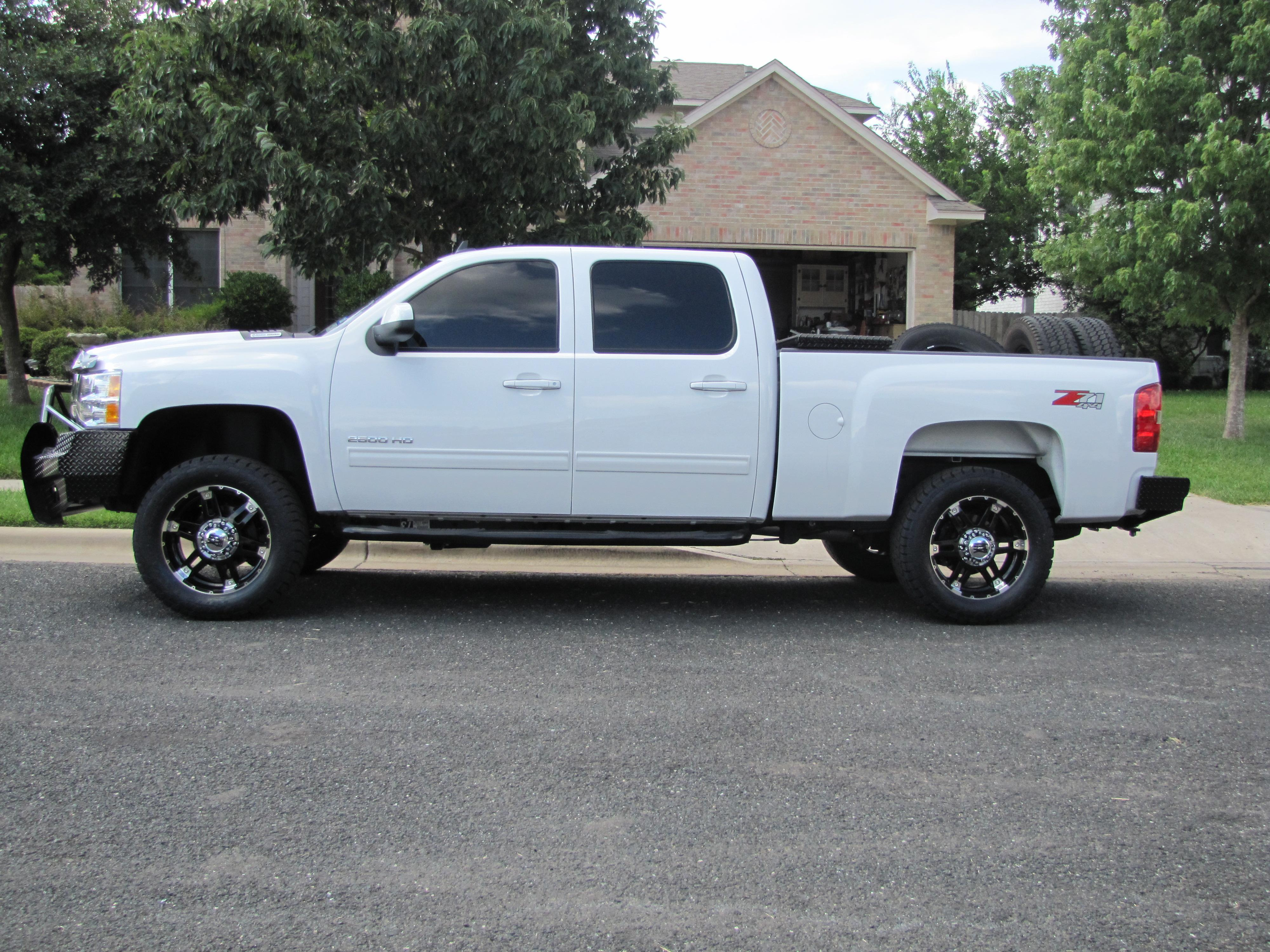 tundrak 2010 chevrolet silverado 2500 hd crew cab specs photos modification info at cardomain. Black Bedroom Furniture Sets. Home Design Ideas