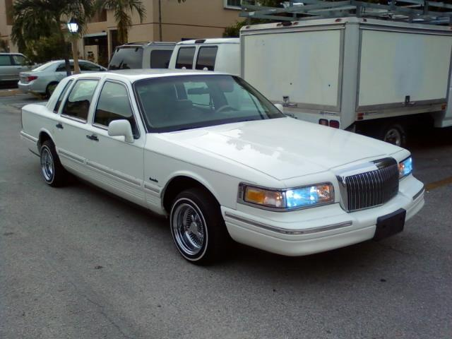 Rollinx151 1997 Lincoln Town Carexecutive Sedan 4d Specs Photos