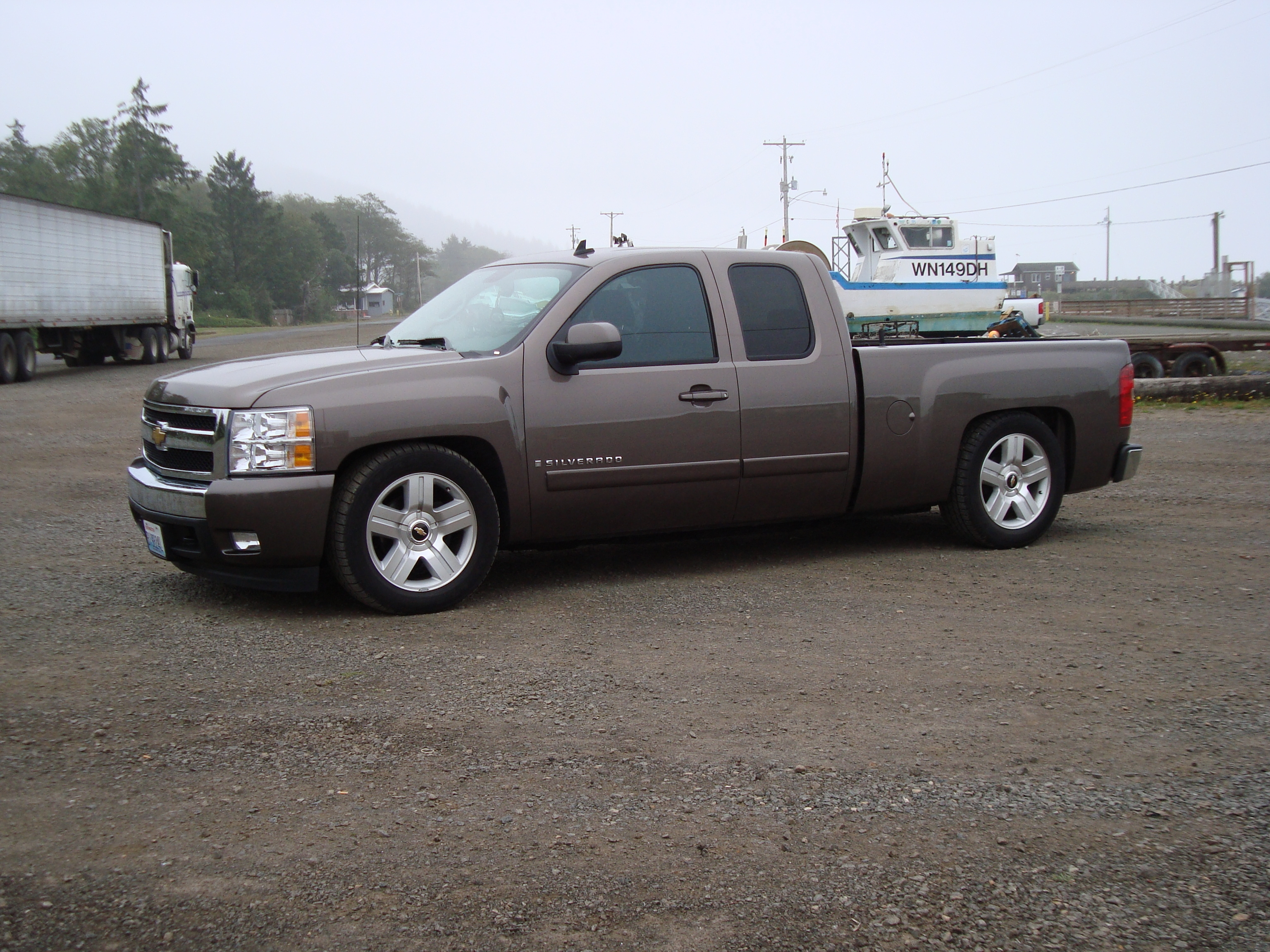 2005 chevy silverado lowered pictures to pin on pinterest. Black Bedroom Furniture Sets. Home Design Ideas