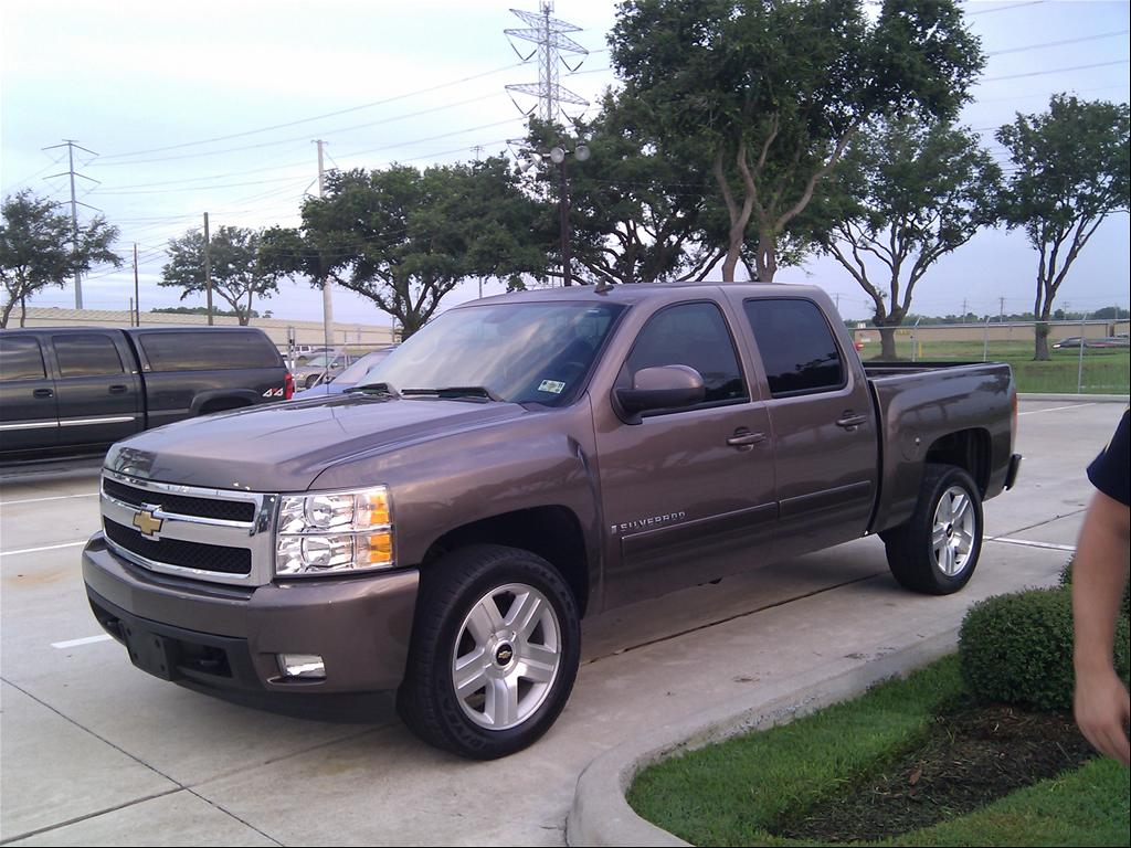 ratings cab view chevrolet prices review exterior specs w chevy photos l car the lt connection angular front and overview reg silverado
