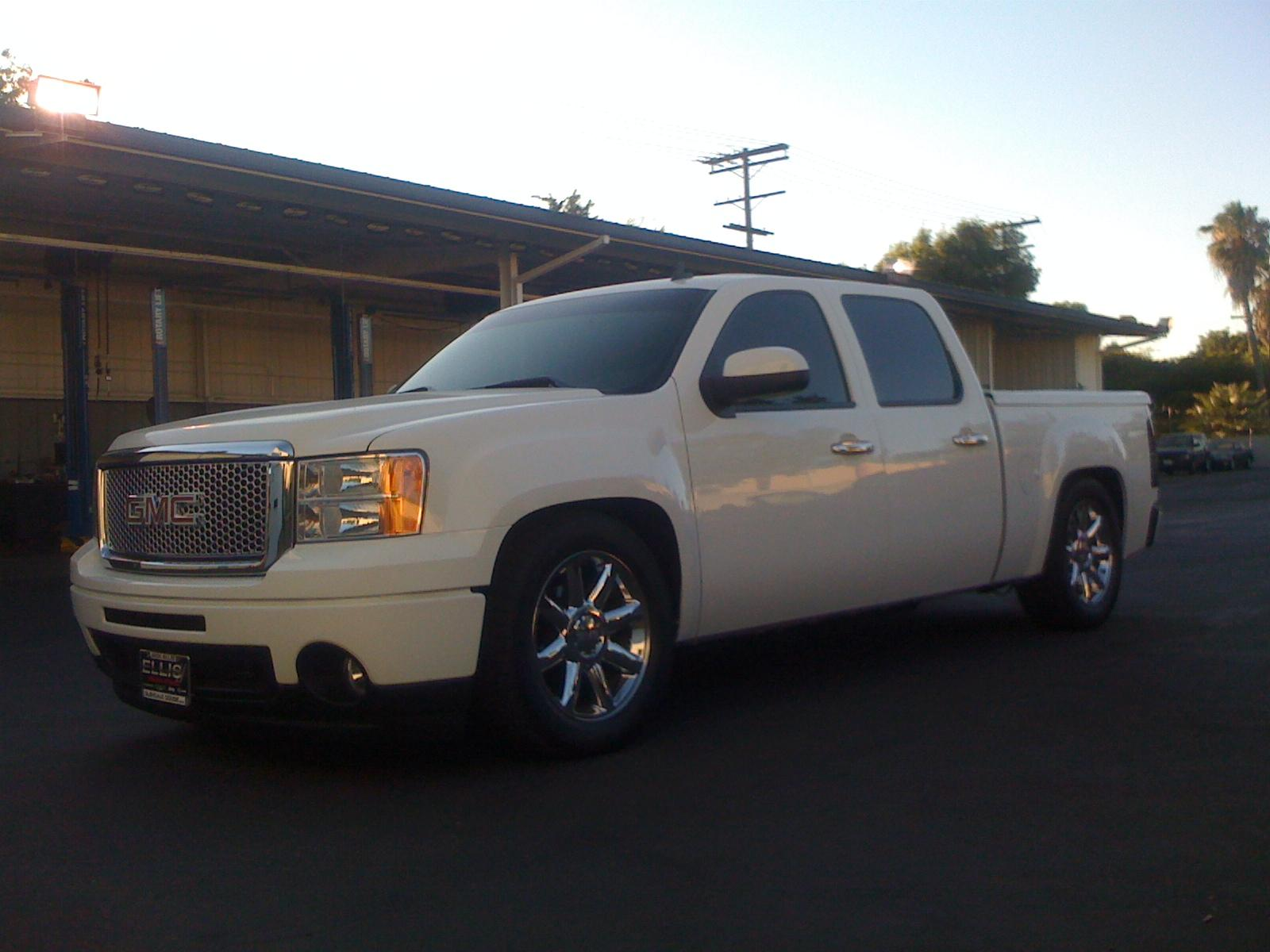 lowlifedenali 2009 gmc sierra 1500 crew cabdenali specs photos modification info at cardomain. Black Bedroom Furniture Sets. Home Design Ideas