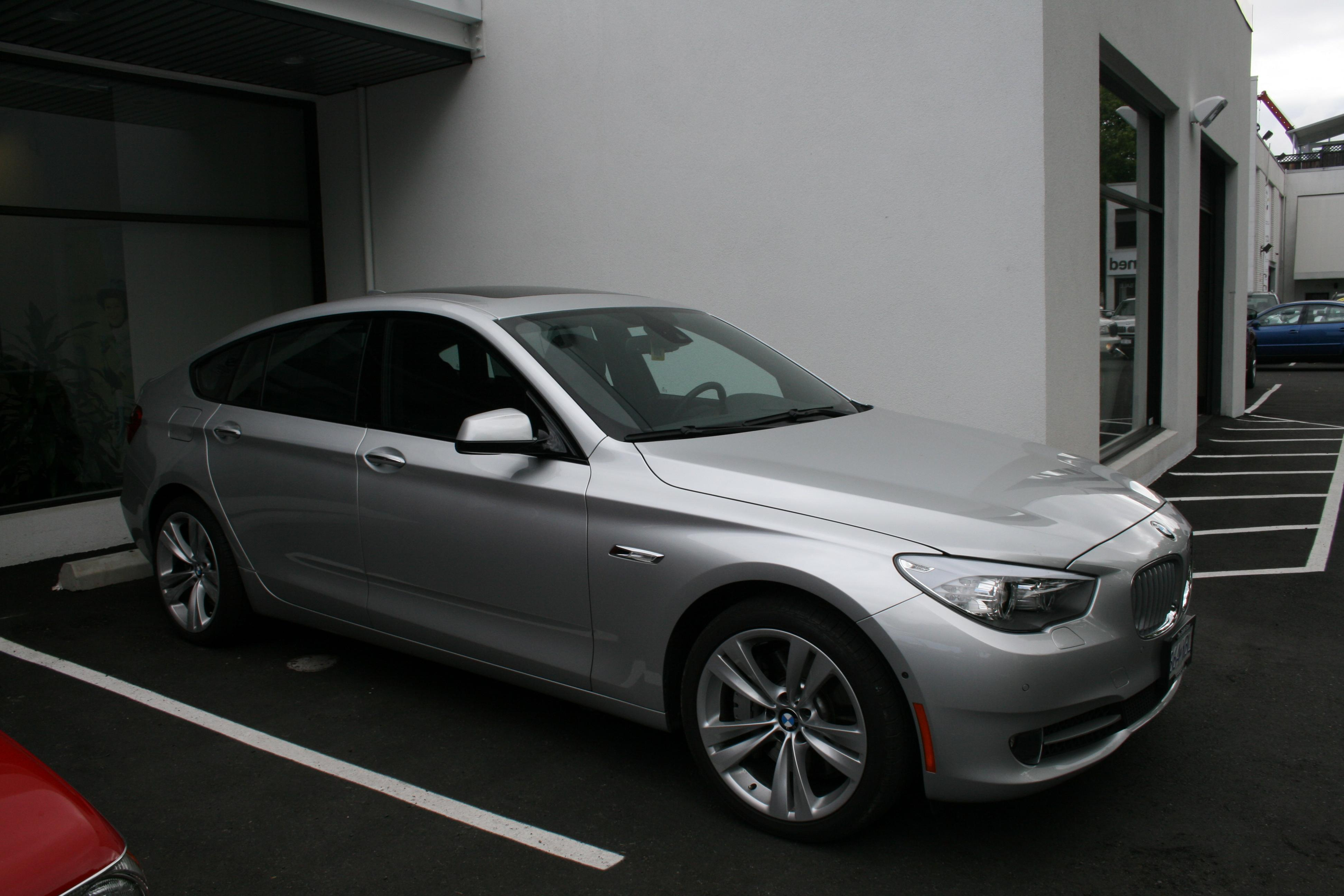 Awesome22 2011 BMW 5 Series