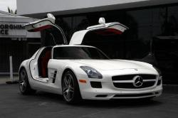 Awesome22 2011 Mercedes-Benz SLS