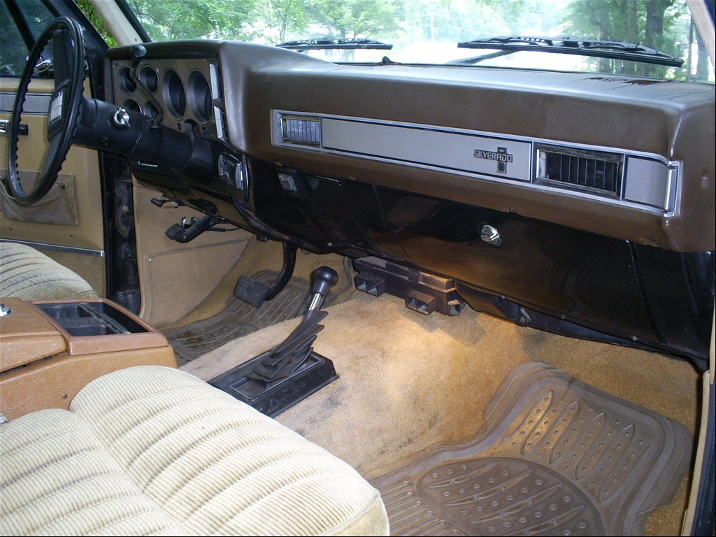 Large on 2014 Chevy Suburban Interior