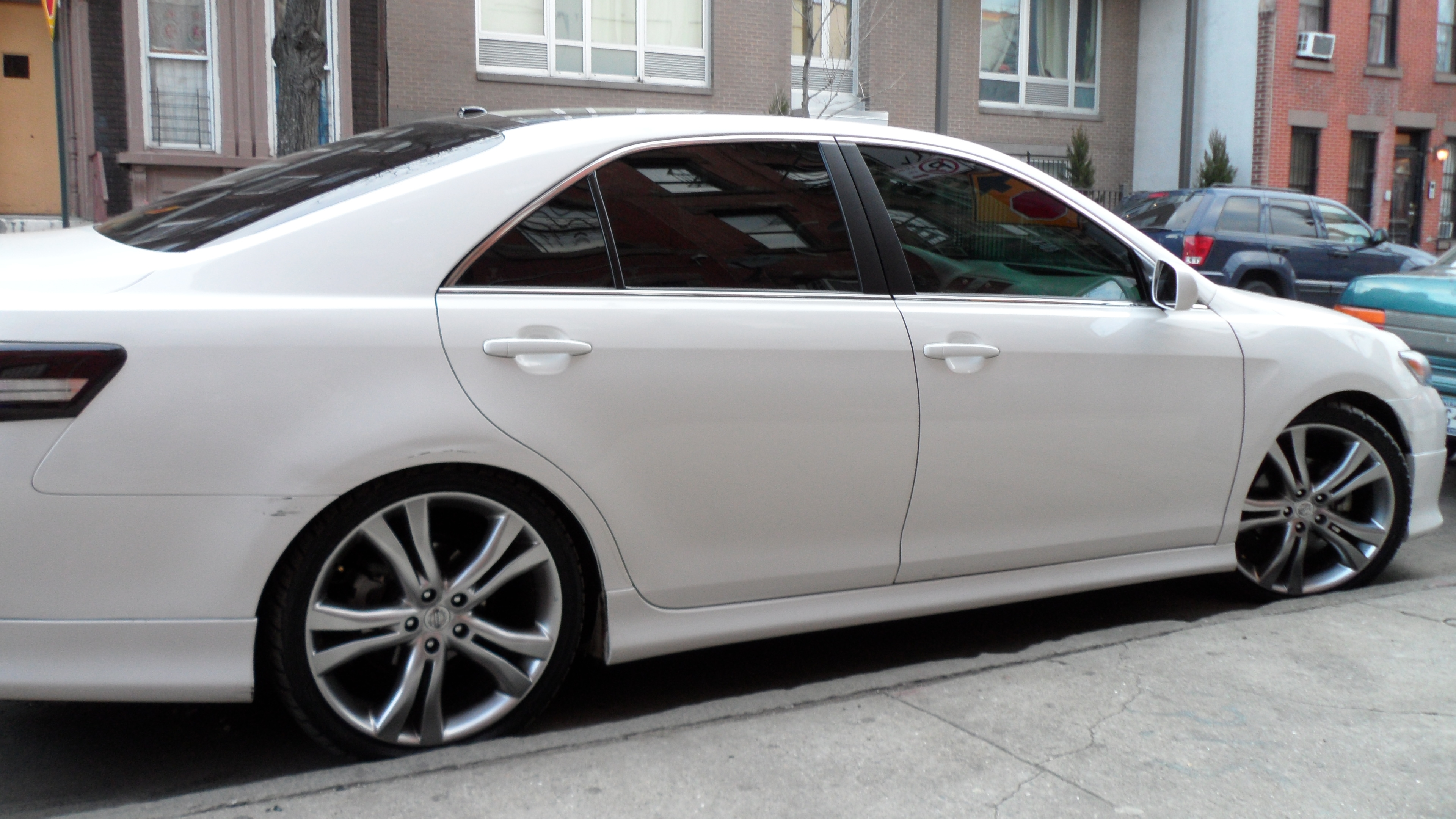 2010 toyota camry se with rims. Black Bedroom Furniture Sets. Home Design Ideas