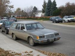 Quise19 1985 Ford Country Squire