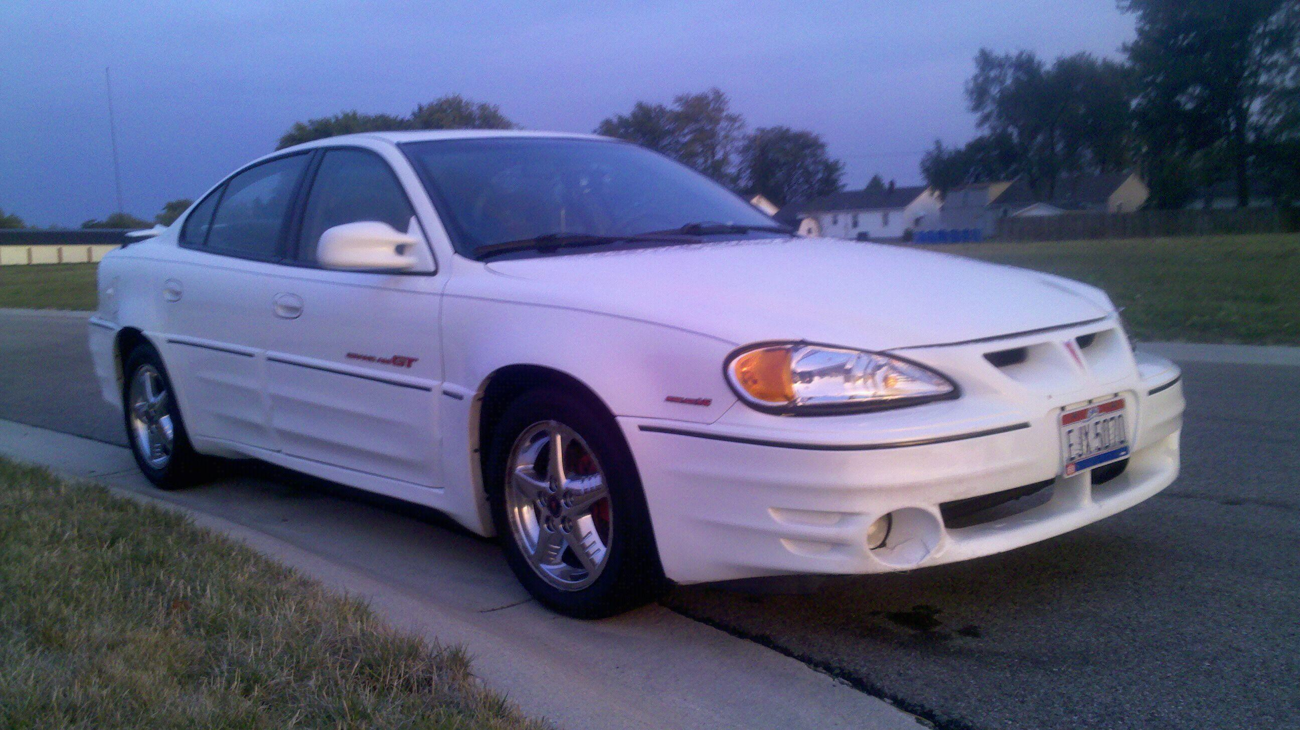 whitelighting10 2000 pontiac grand amgt sedan 4d specs photos modification info at cardomain cardomain