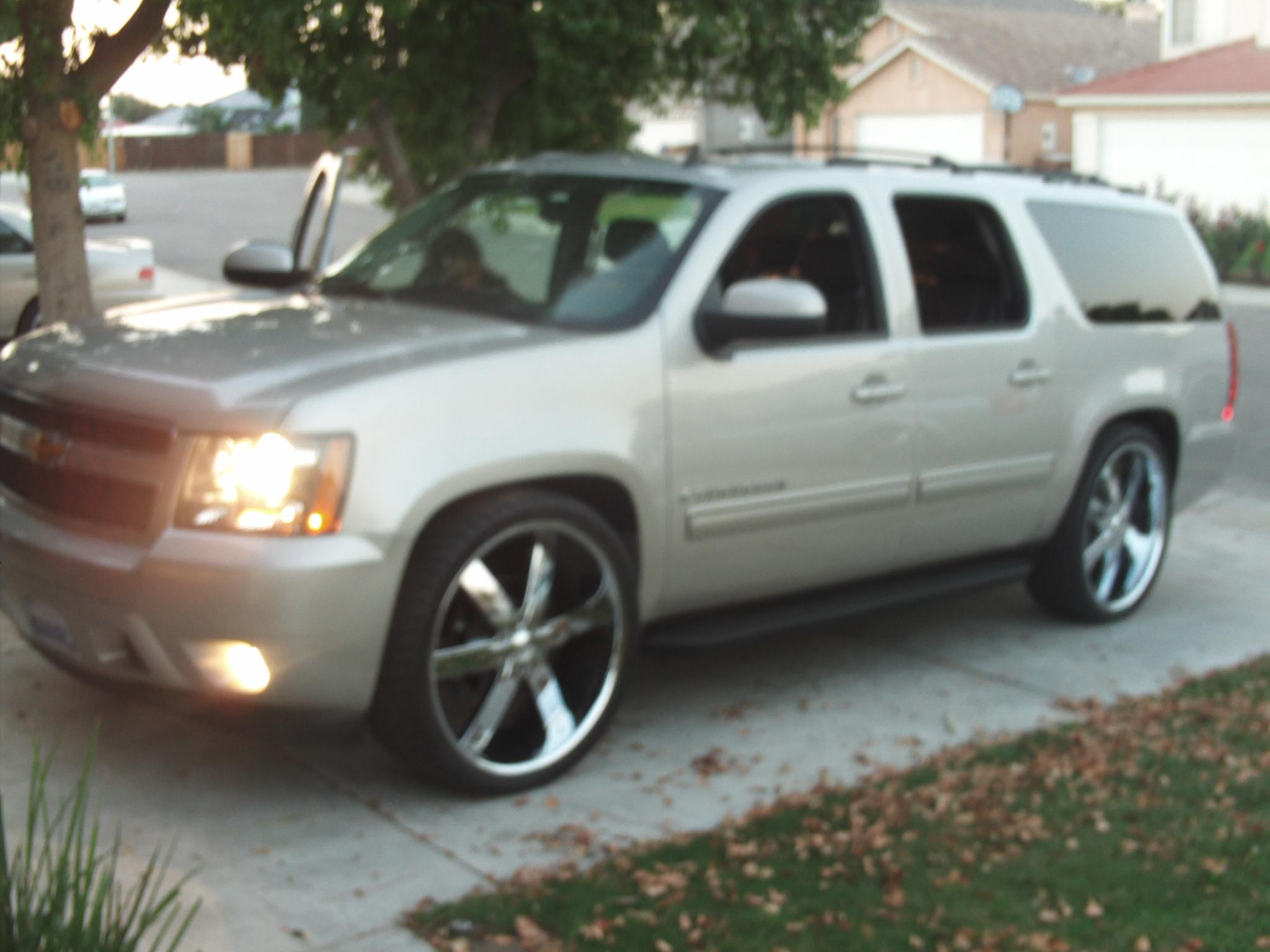 Another victor-heredia 2009 Chevrolet Suburban 1500 post... - 14803872