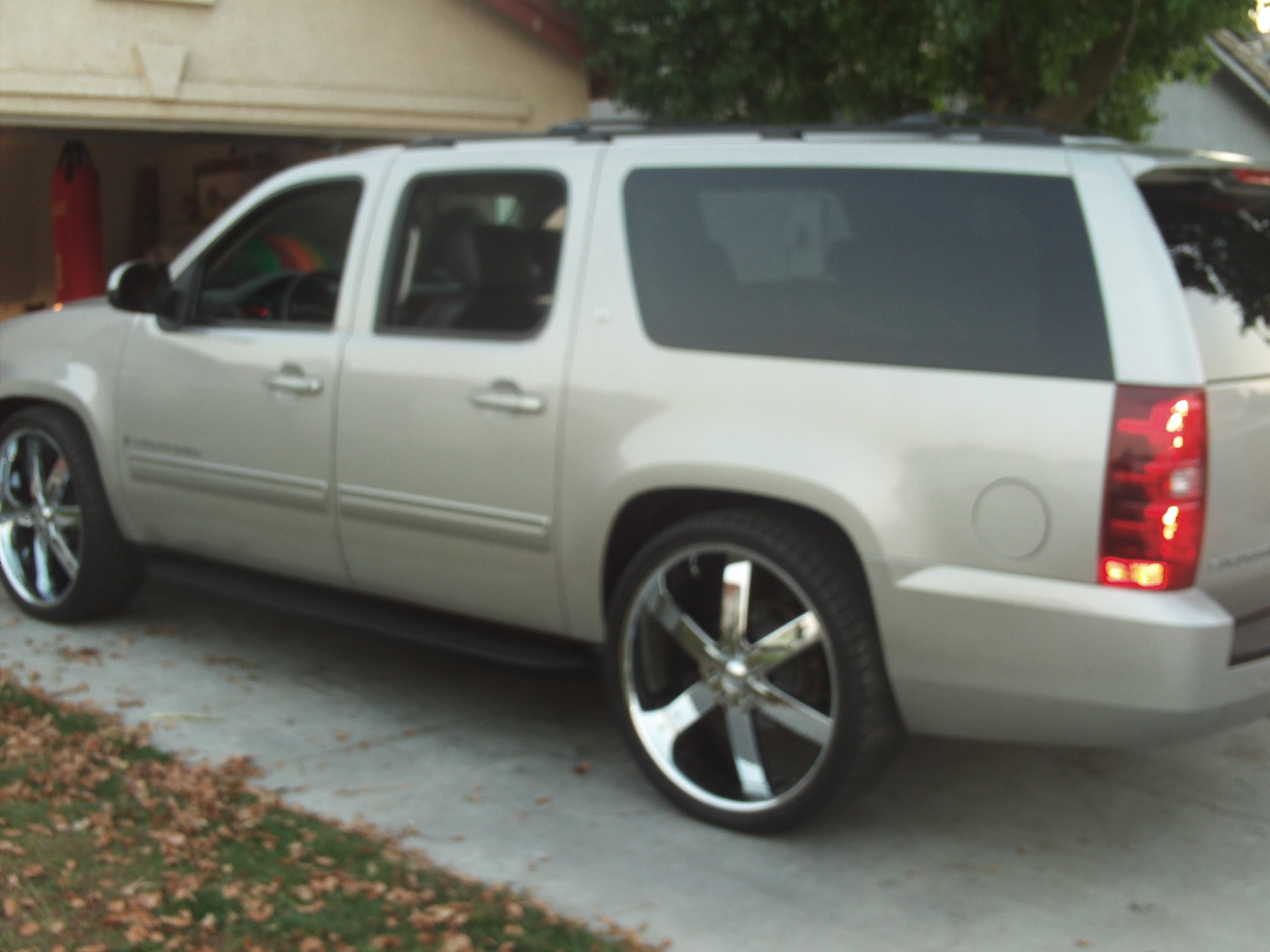 Another victor-heredia 2009 Chevrolet Suburban 1500 post... - 14803876